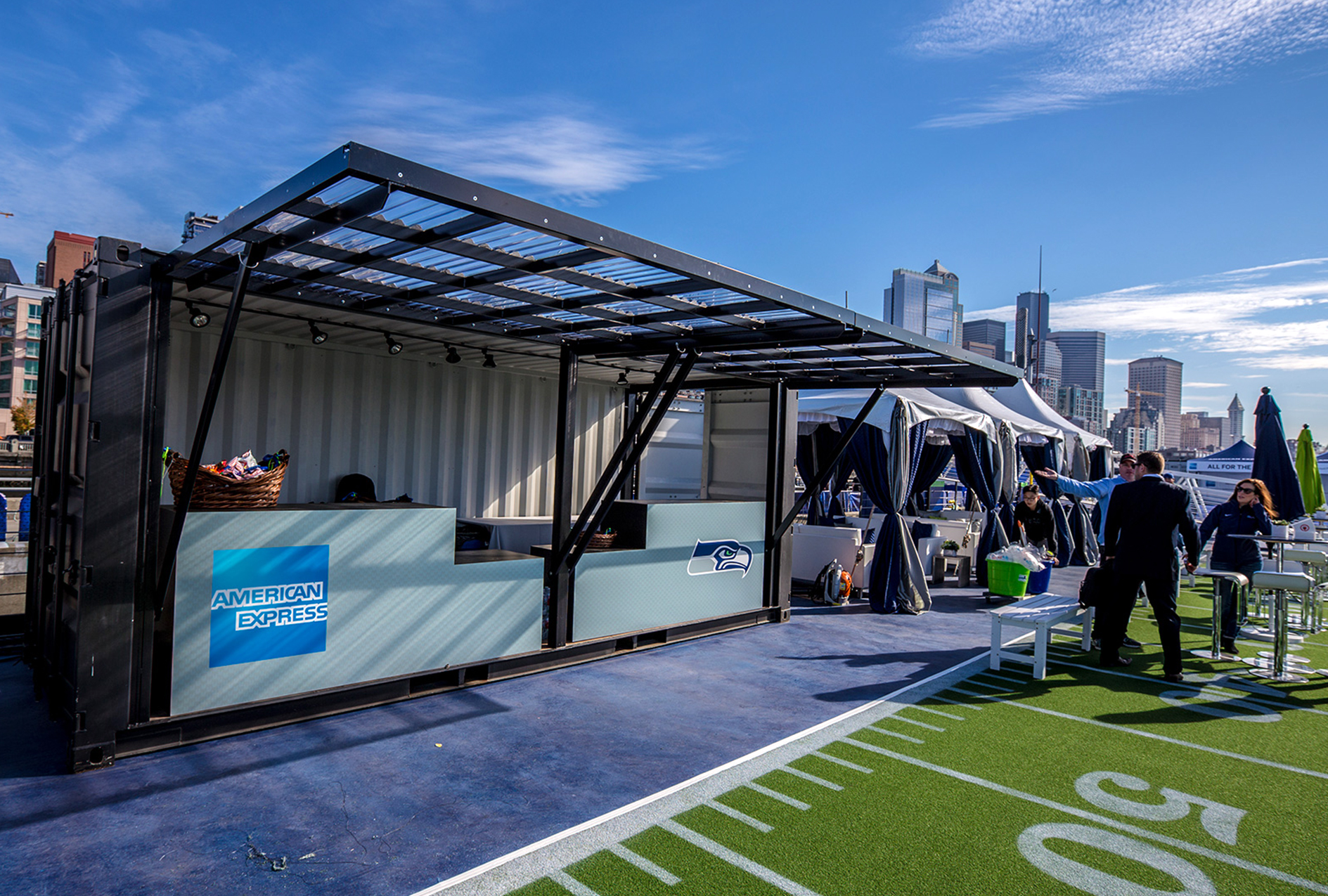 Momentum Worldwide reached out to ImagiCorps for strategic design, engineering, production and deployment support for the American Express Blue Friday event.