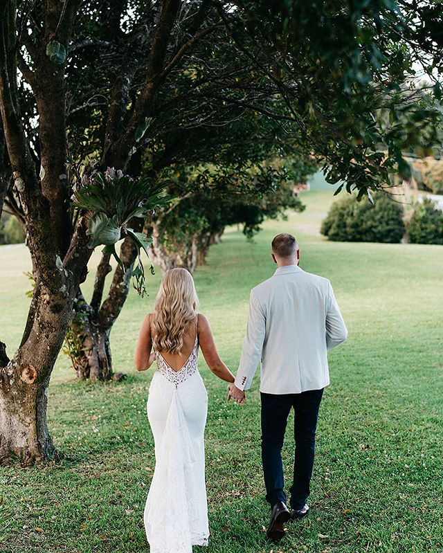 Loren + Finn taking a lovers stroll along side our grand macadamia trees 🌳⠀⠀ ⠀⠀ Photography // @thewhitetree⠀⠀⠀ MUP // @thebeautylineup⠀⠀ Hair // @millierobinson.hair⠀⠀ Florals // @theposycollective ⠀⠀⠀ Styling + coordination // @eventstylistandco⠀⠀