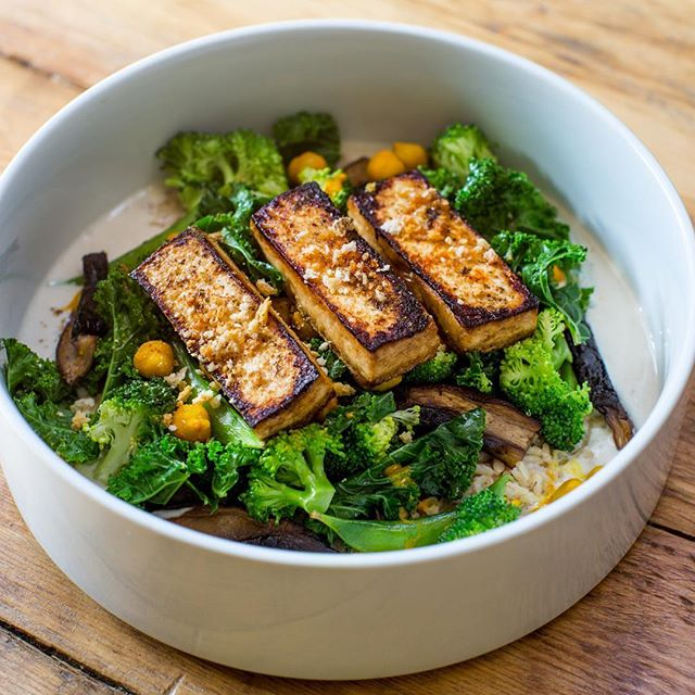 Our Vegan Tofu Veggie Bowl: Get it with the pan seared tofu or sub the tofu for more veggies. Order today from noon to 5pm. Download the @trycaviarnyc app or go online and order yours today at trycaviar.com! 📸@willardengelmann #trycaviarnyc #delivery #thefoodsermon #lunch #vegan #webeliveinyou!