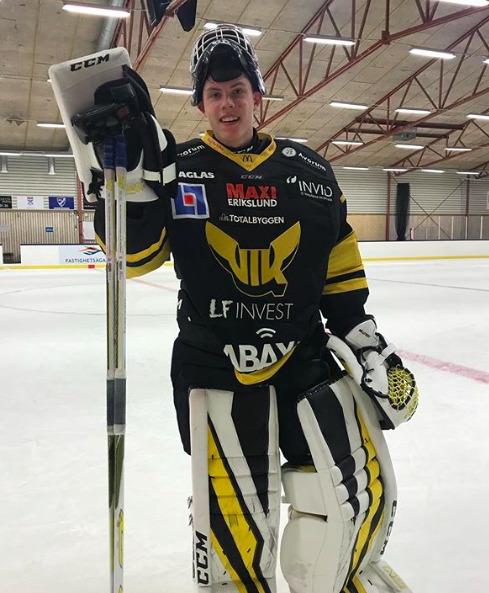 Jesper after scoring a goal and an assist in the same game as the youngest player ever to do so in the Swedish U20 league.
