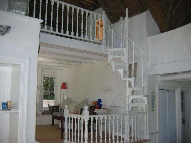 Small spiral staircase 1.jpg