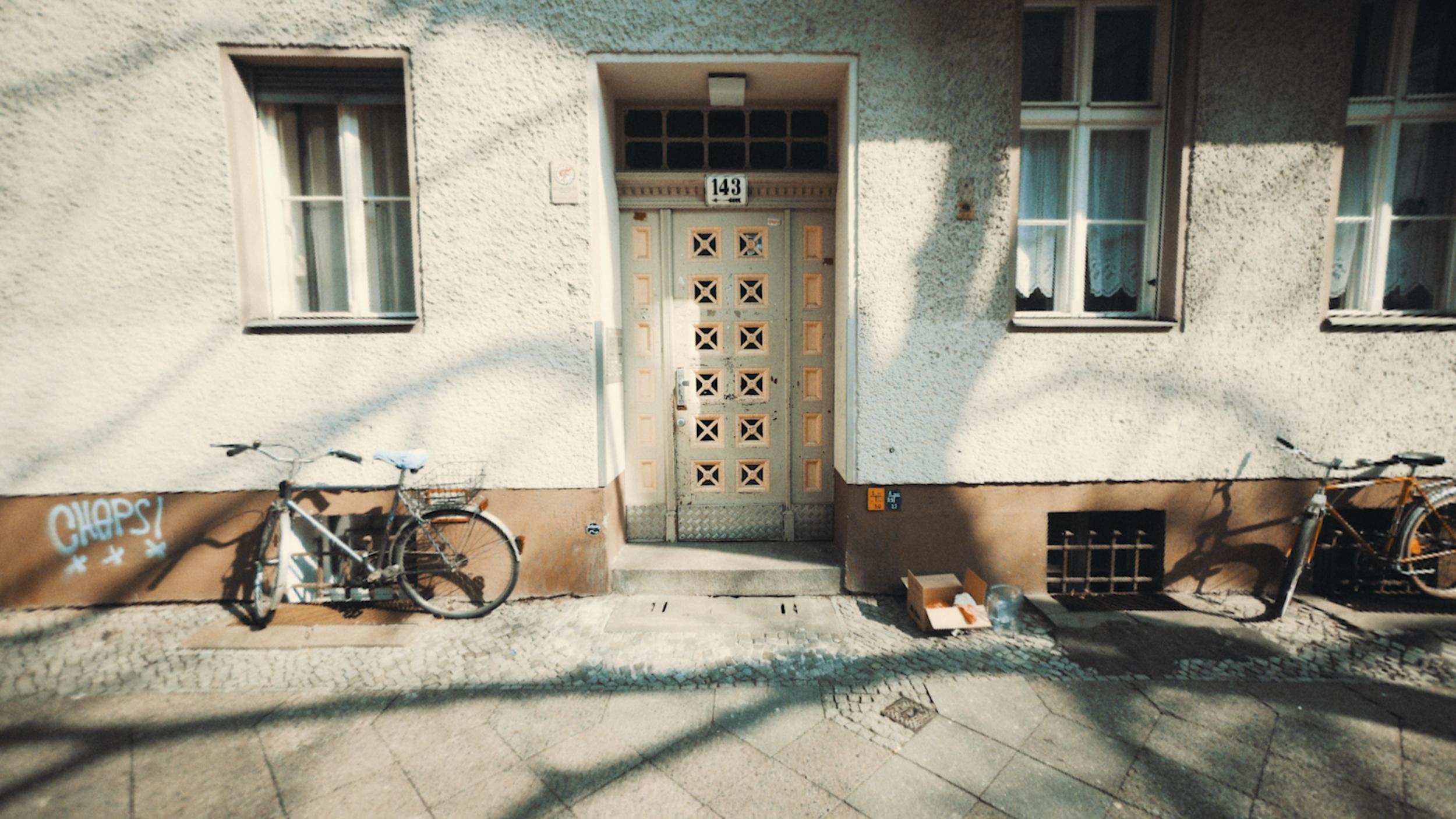 Doors of Berlin 180405-2.00_00_15_21.Still007.png