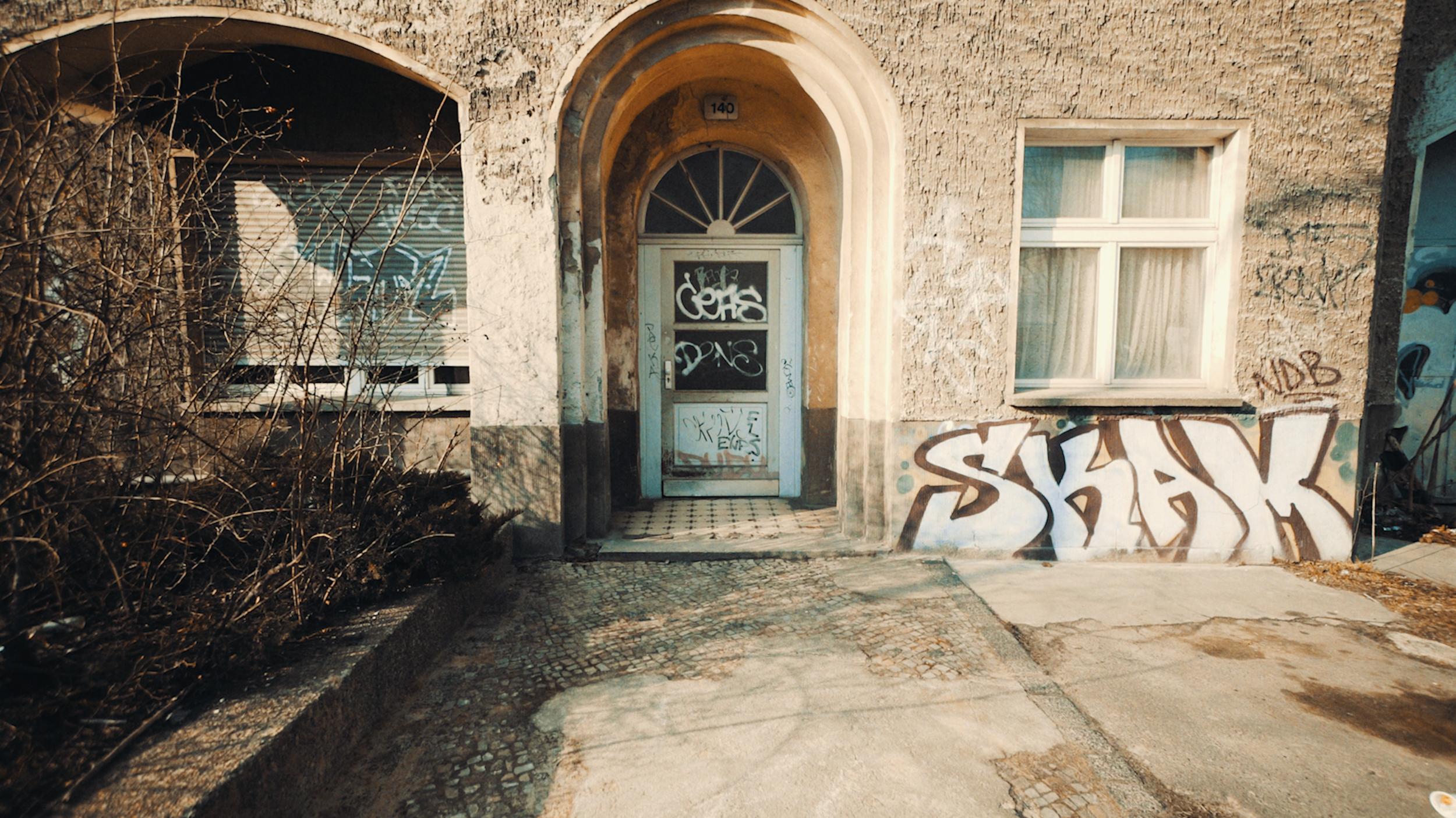 Doors of Berlin 180405-2.00_00_21_08.Still009.png