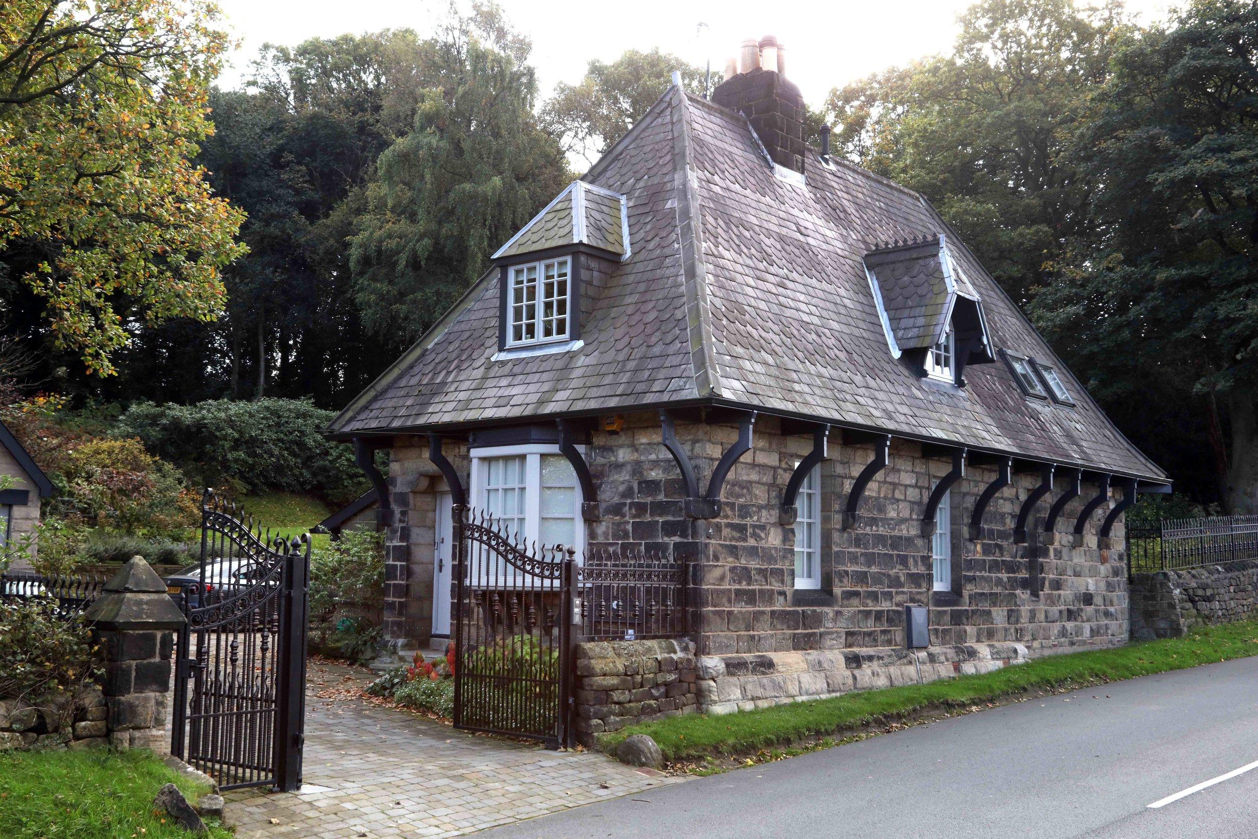24  Lodge, Weetwood Grove © JHJ