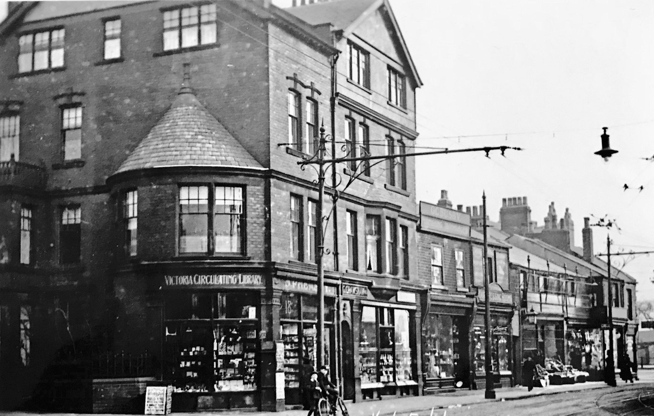 Hyde Park Corner, from Headingley Lane, 1914