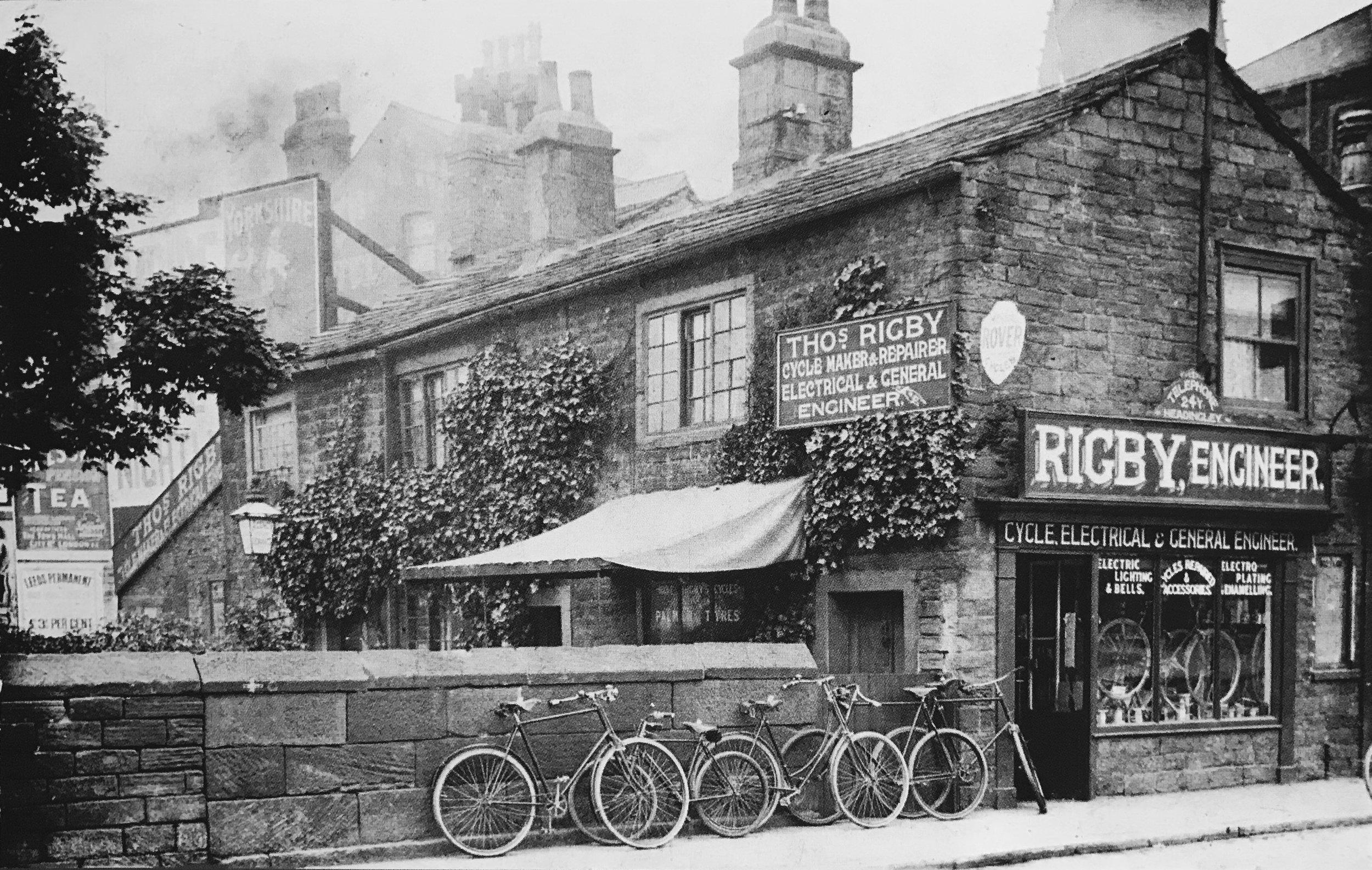 Hyde Park Corner, Woodhouse Lane, c1904