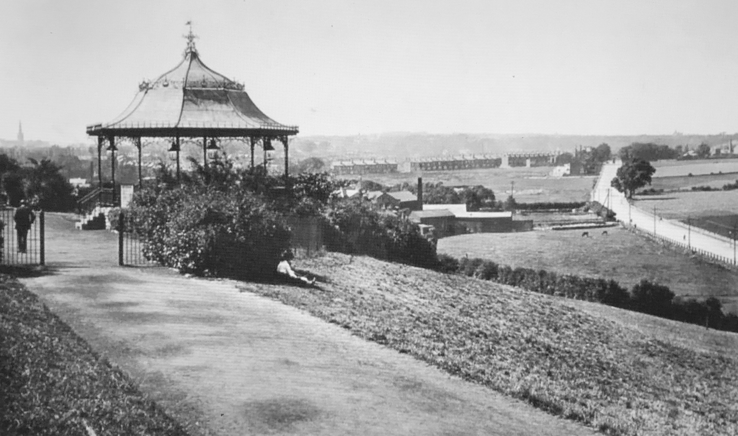 Woodhouse Ridge Bandstand and Meanwood Road, view North, early 1900s