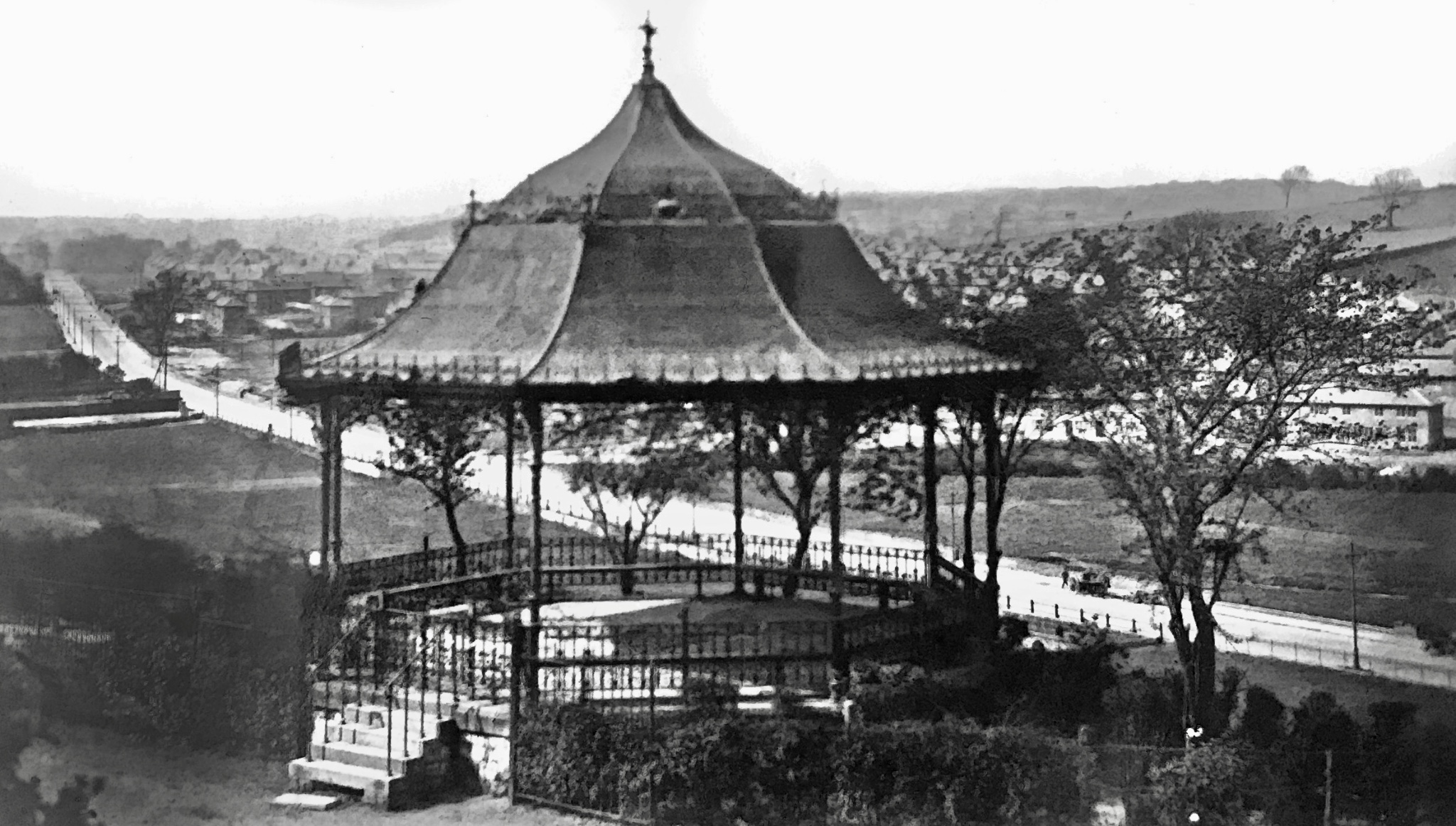 Bandstand and New Farm Hill Estate, from Woodhouse Ridge, 1930s
