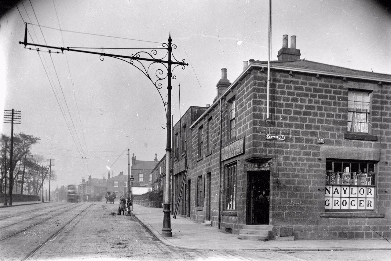 Otley Road, at Cottage Road, Far Headingley, 1900-1904