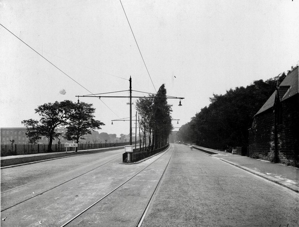 Otley Road, approaching Lawnswood School, 1937
