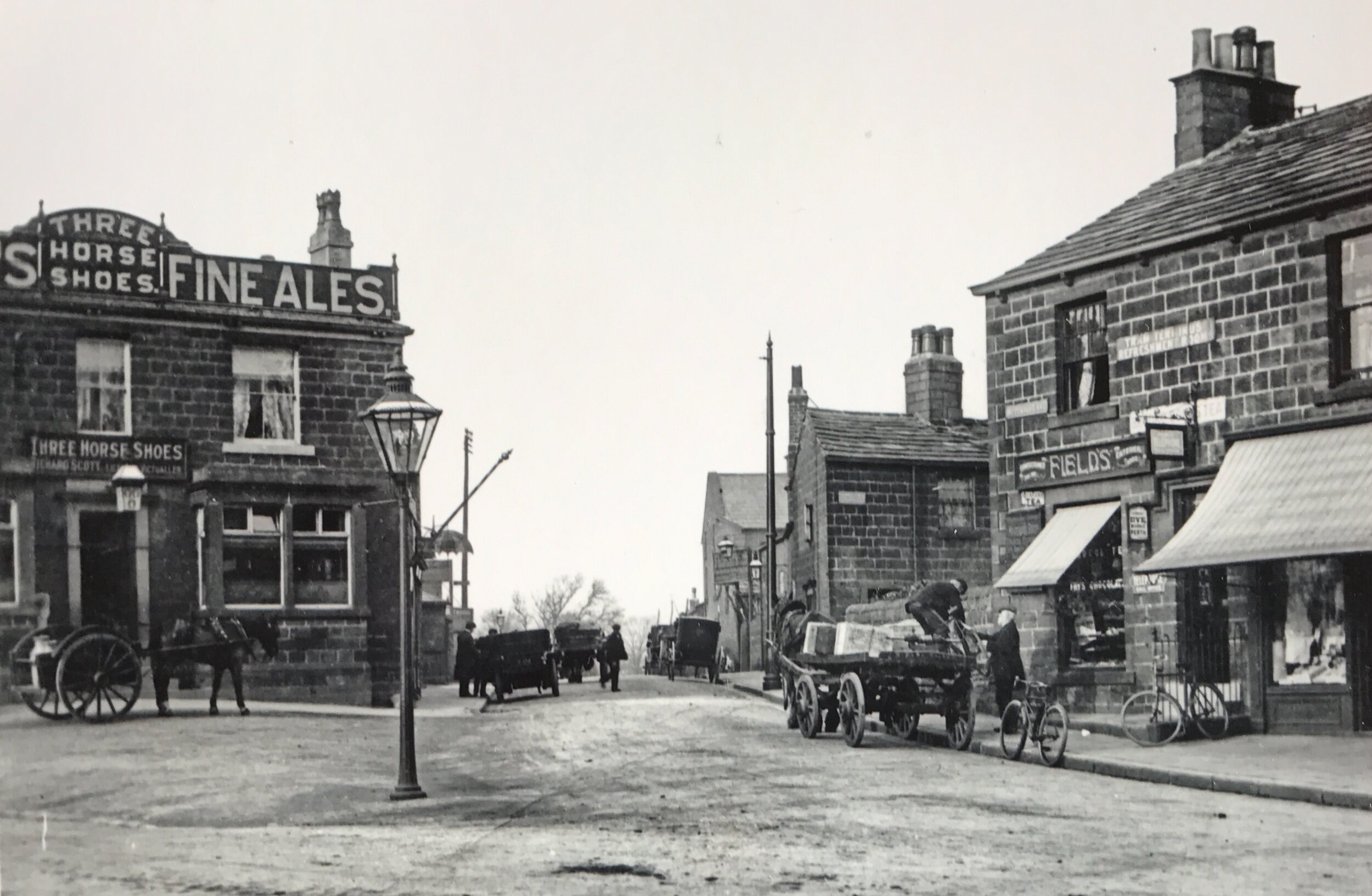 01  Three Horse Shoes Inn, 1900 © Leeds Library and Information Service
