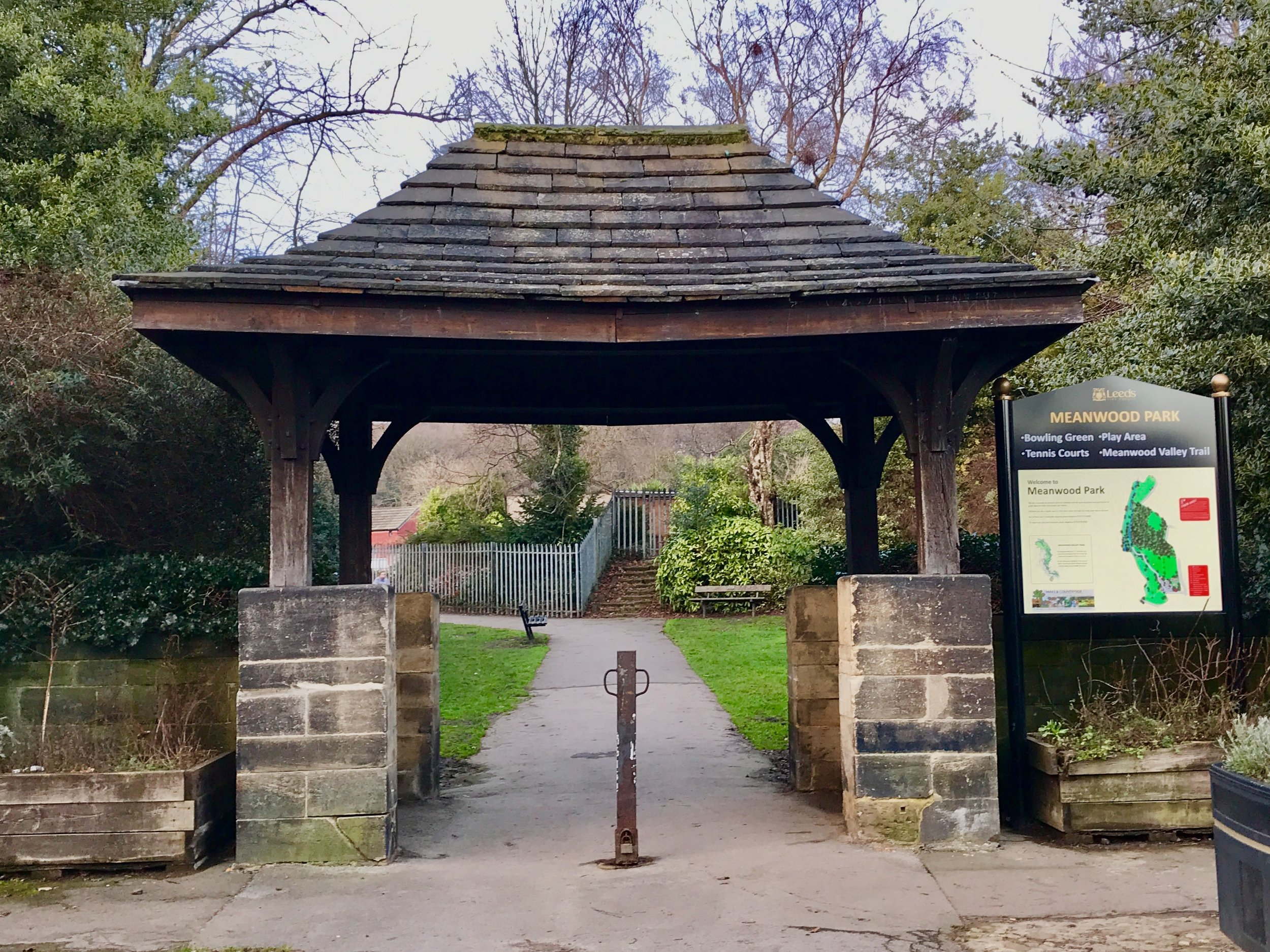 Entrance, Meanwood Park, Green Road © HP