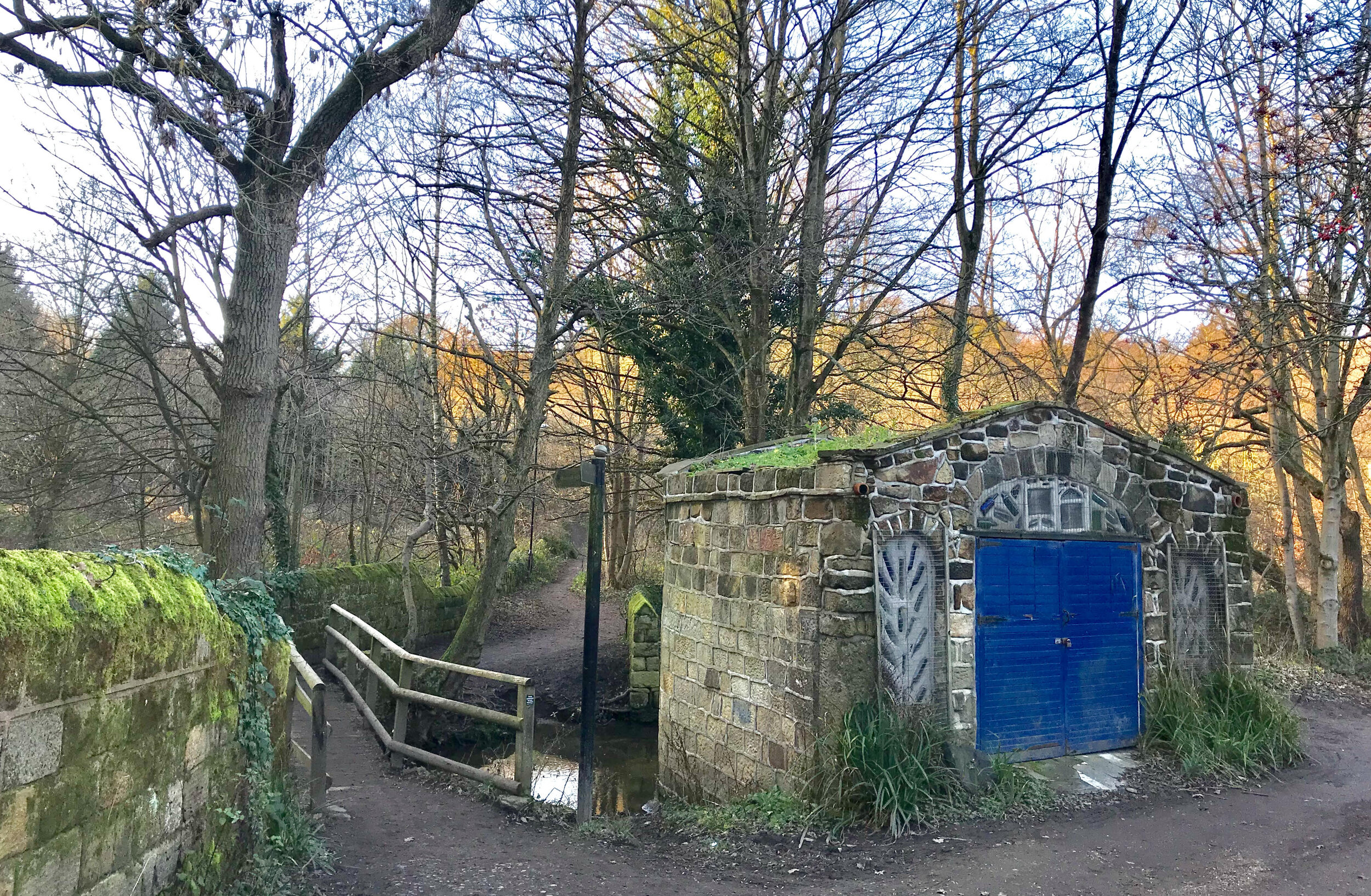 Outbuilding, and foot of Weetwood Mill Lane, Meanwood Park © HP