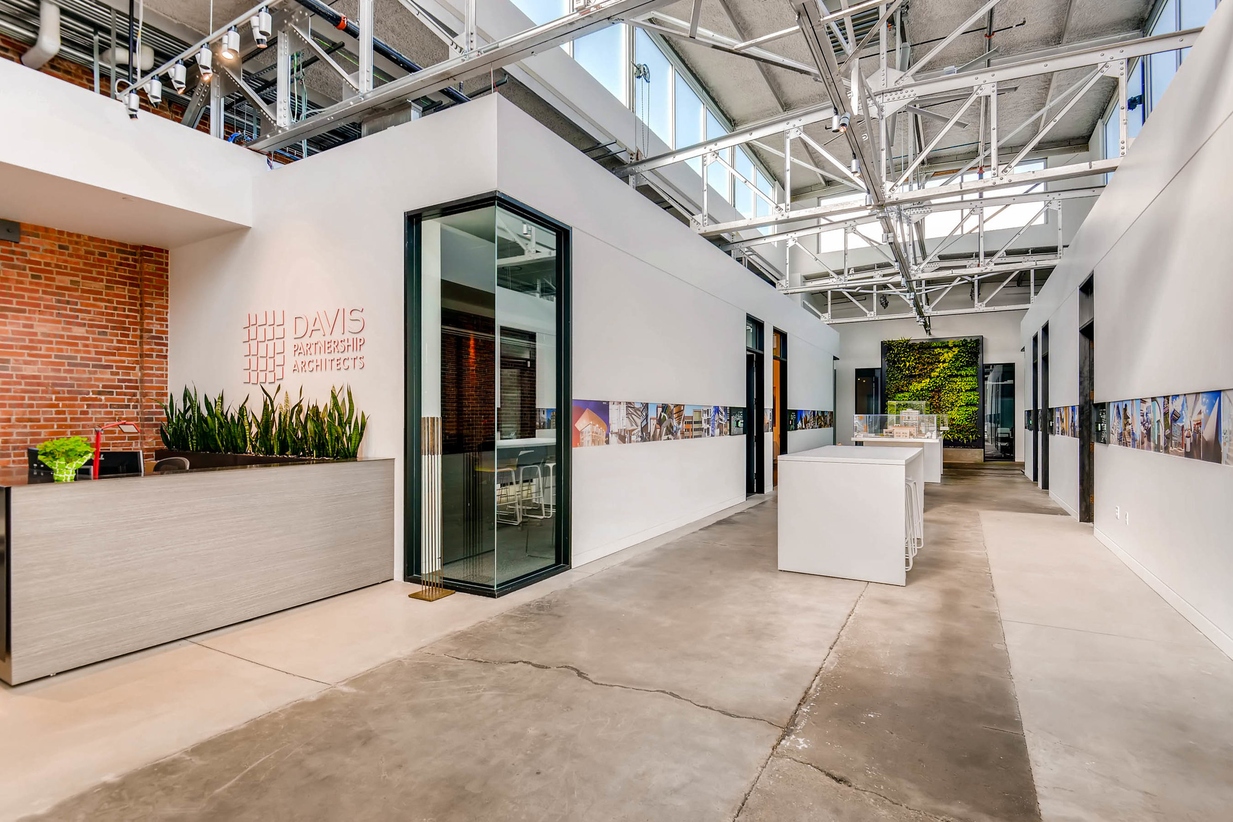 Davis Partnership Architects - Greenwall by Suite Plants