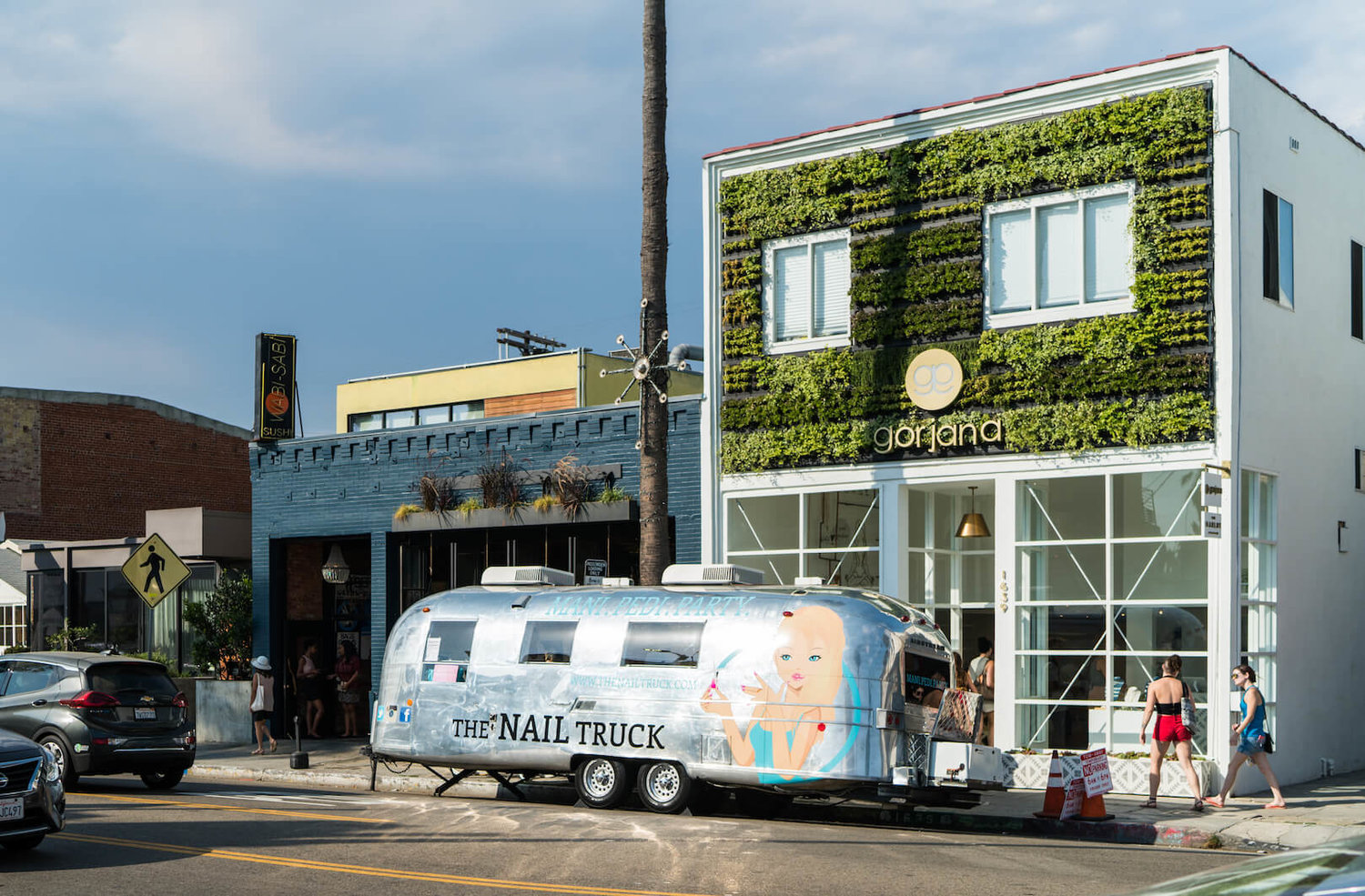 Green wall on building exterior by Suite Plants in Venice Beach, California