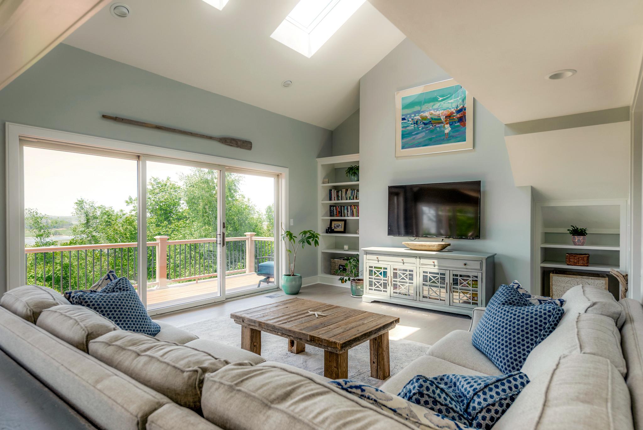 Livingroom1WEB.jpg