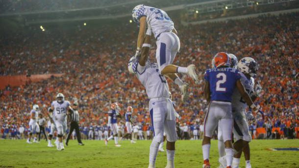 Kentucky celebrates as they upset the gators in Gainesville!