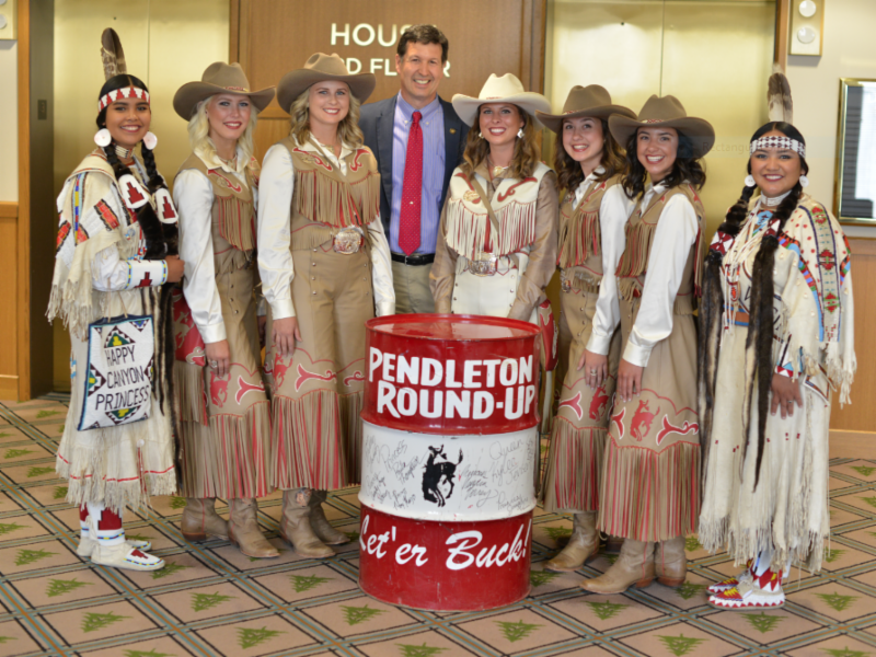 Rep. Barreto with Pendleton Round Up Court 2.PNG