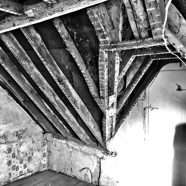 Today's work.⠀ Pulling down crumbling plaster.⠀ (The best kind of rest is 'earned' rest, isn't it?)⠀ .⠀ .⠀ . ⠀ #cottage #renovation #authorlife #roof #beams #author #noir_shots #blackandwhite #simple #simplicity #minimalism #minimalist #creativity #iphoneblackandwhitephotography #creativity #noir #iphone #iphonecamera #iphonephotgraphy #smartphone #smartphonephotography