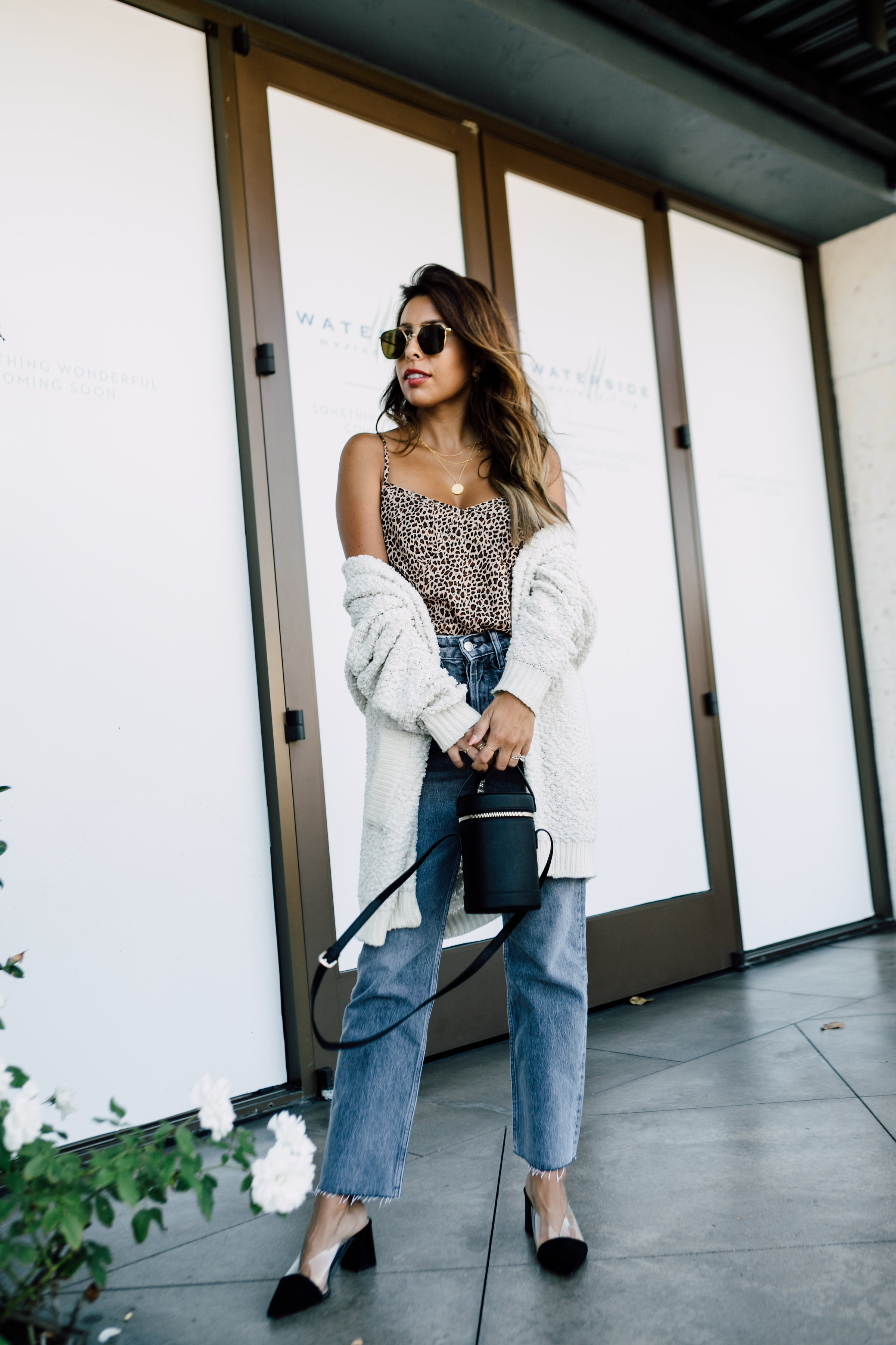 How to wear mom jeans | Zara jeans, Missoma Necklaces, Nordstrom Cardigan