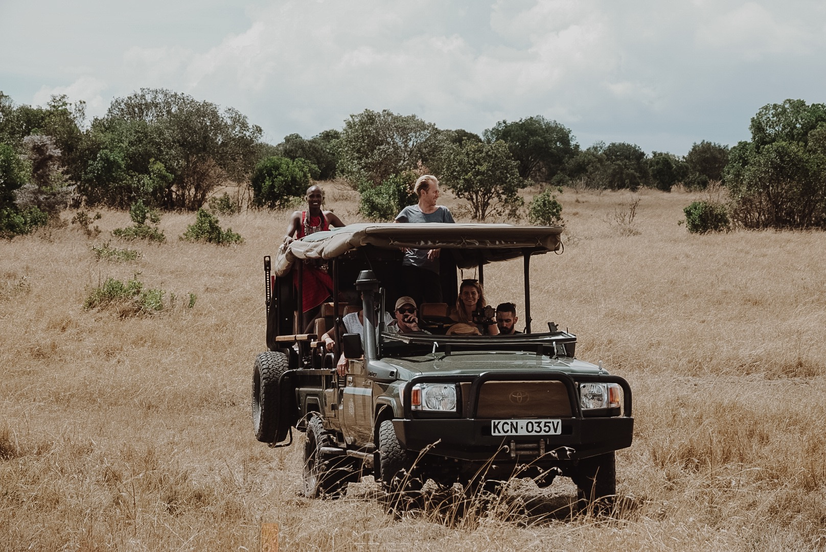 Land Cruiser on Safari in Kenya's Maasari Mara ph. Ashley Torres - Everyday Pursuits