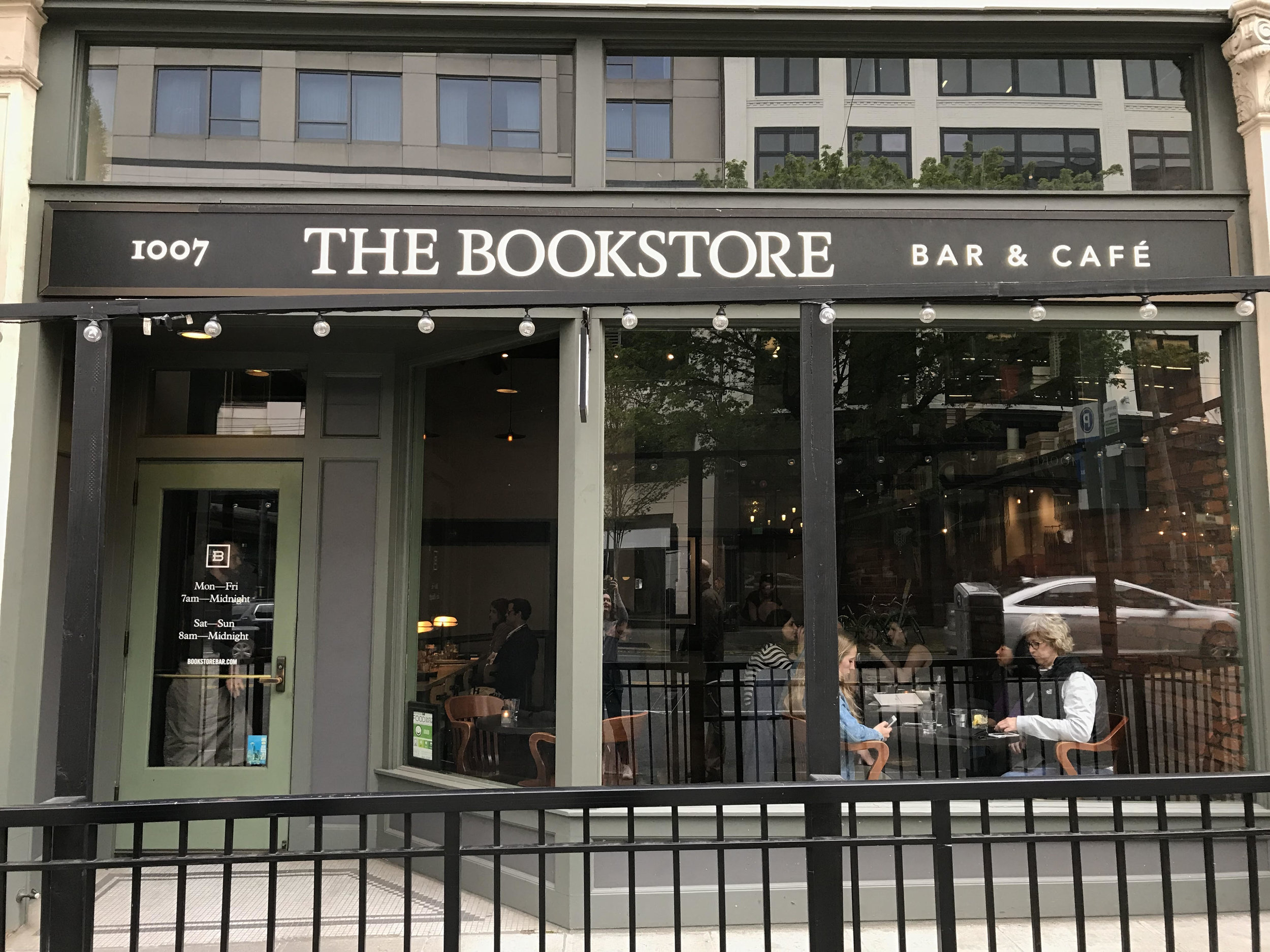 Literary Travel Guide: Seattle | Bookish Places to Eat