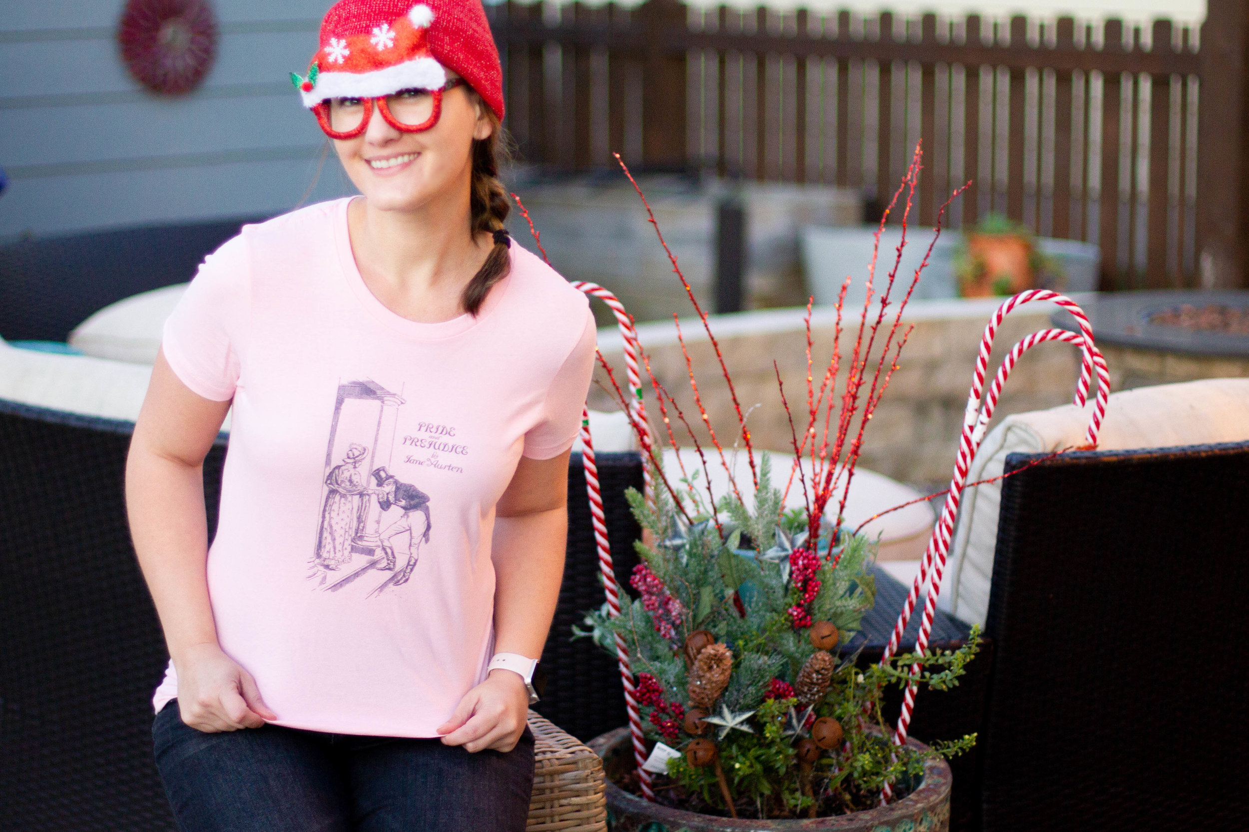 5 Gifts for Book Lovers   A bookish t-shirt