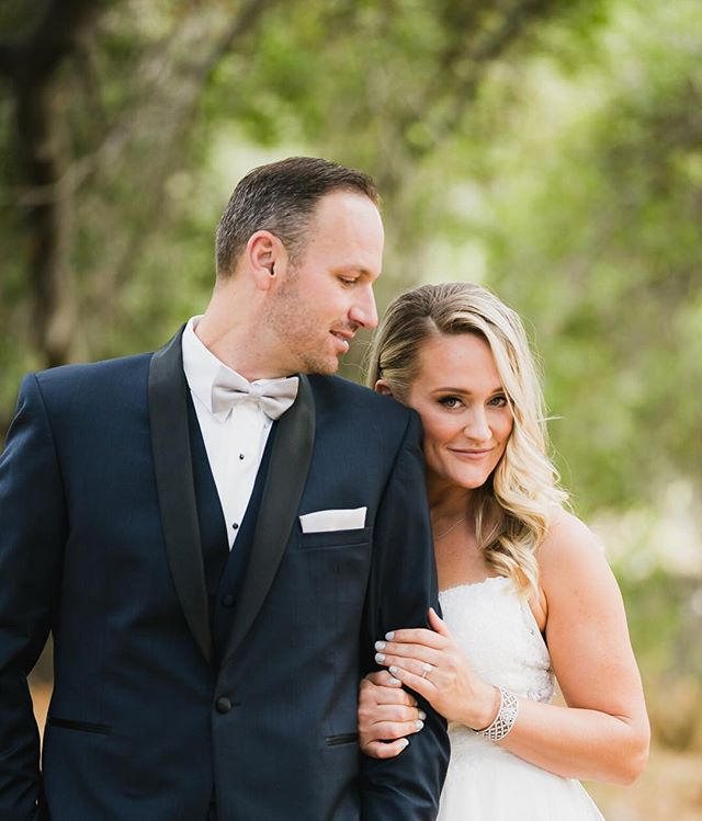 Working on finishing up Lora and Steve's wedding today! Any good podcast recommendations?  Side note: How gorgeous does this hot mamma look!?. Planning @intertwinedevents Photo @sarahmackphoto Rentals @sigpartyrentals Florals @heavypetaler DJ @djsteveburdick
