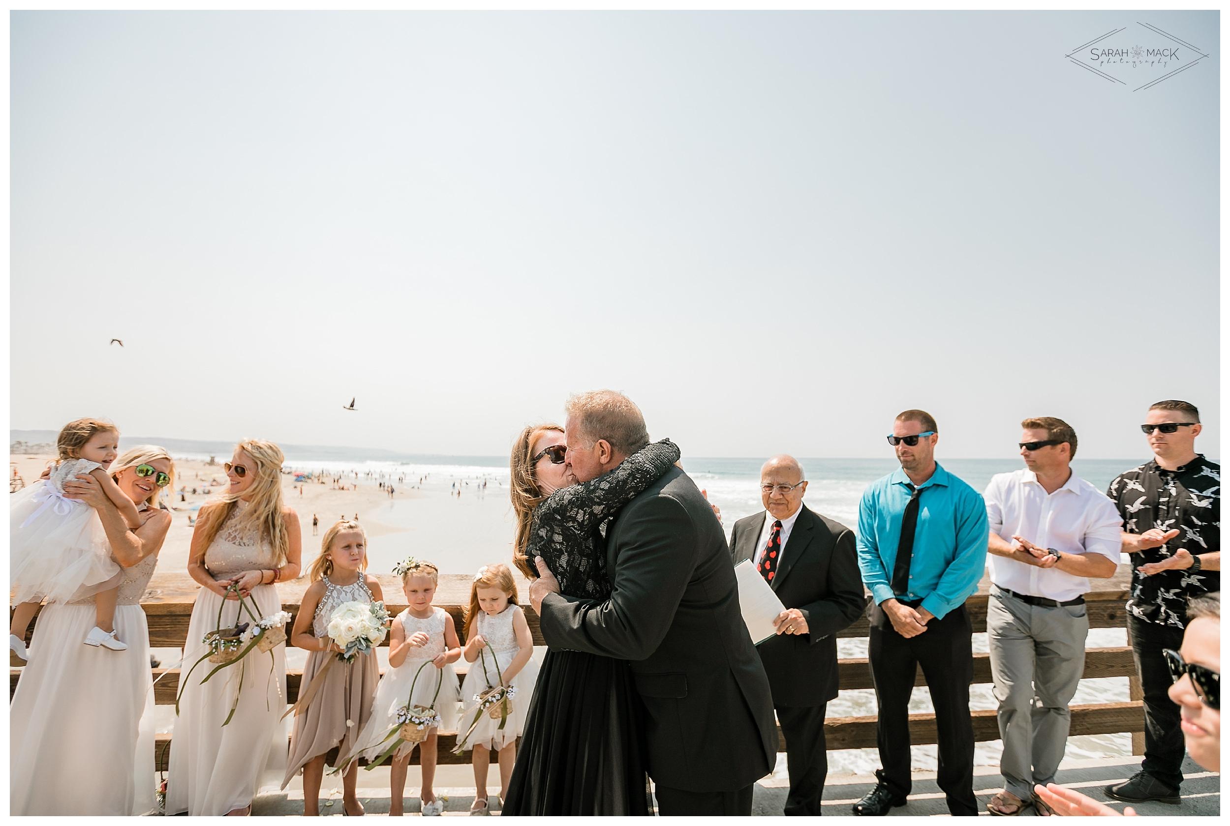 LM-Newport-Beach-Pier-Intimate-Wedding-Photography 105.jpg