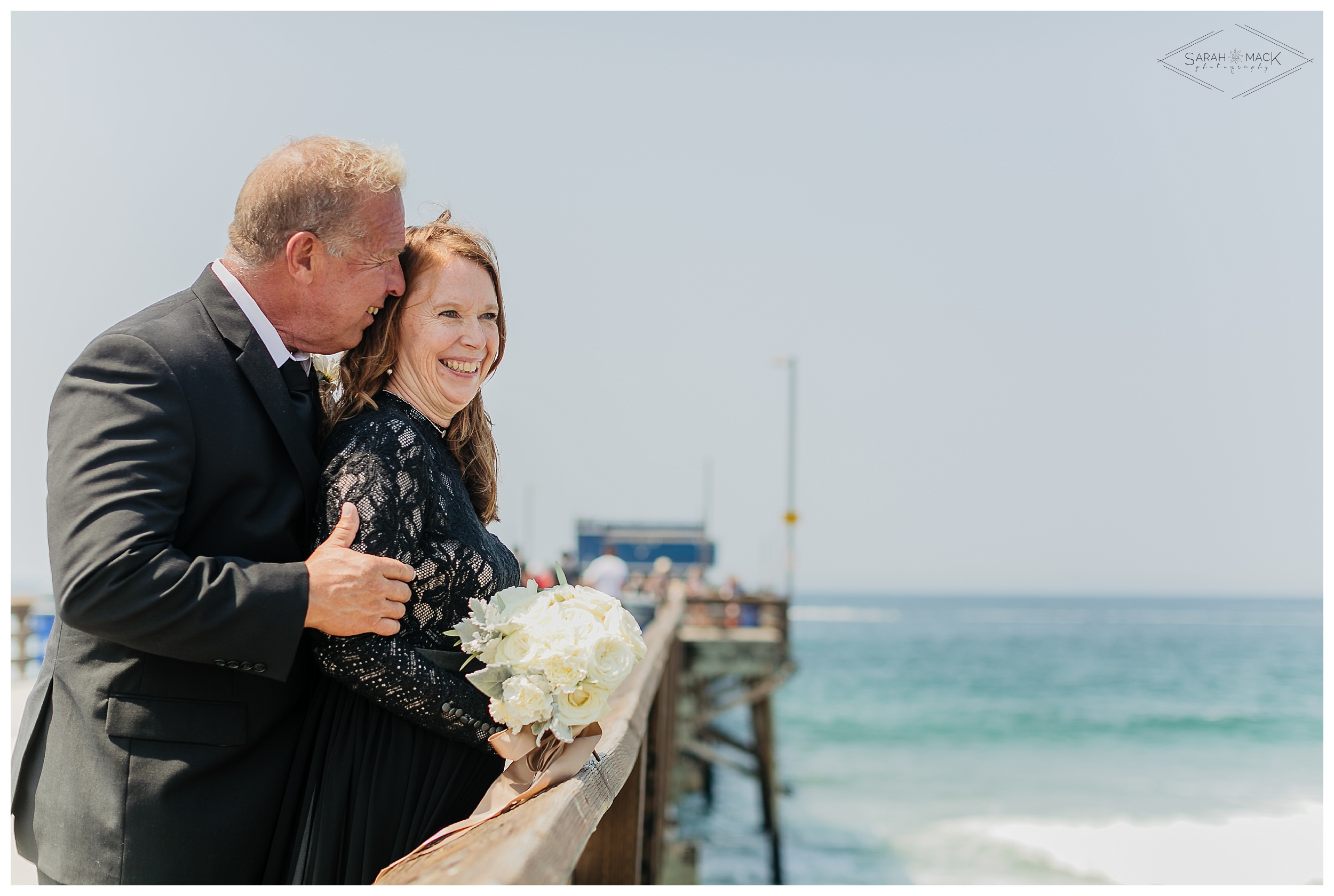LM-Newport-Beach-Pier-Intimate-Wedding-Photography 161.jpg