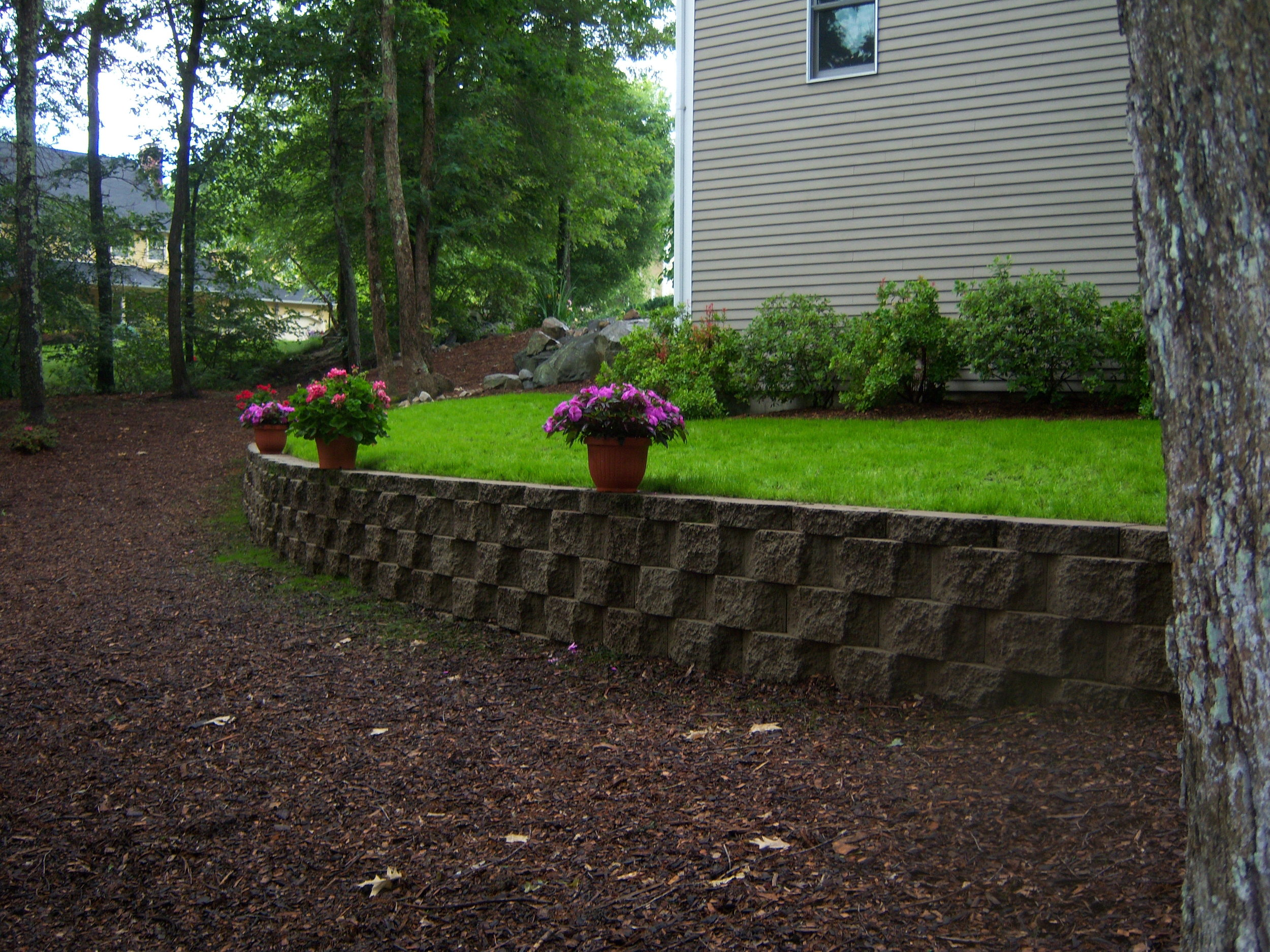 The Elements That Make Up a Good Retaining Wall in Norfolk, MA