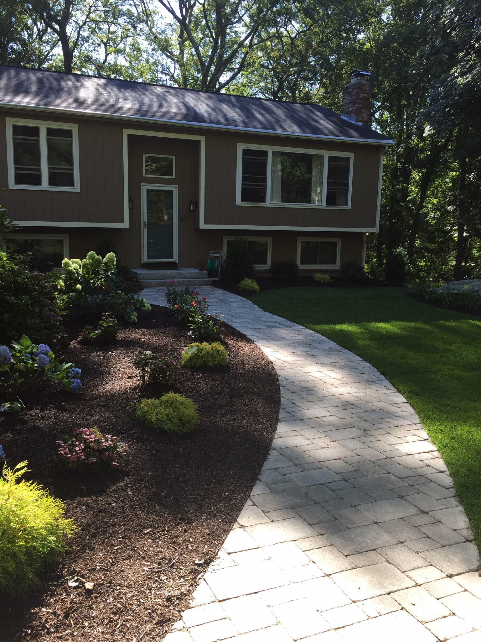 5 Welcoming Walkway Ideas For Your Front Yard In Norfolk Ma