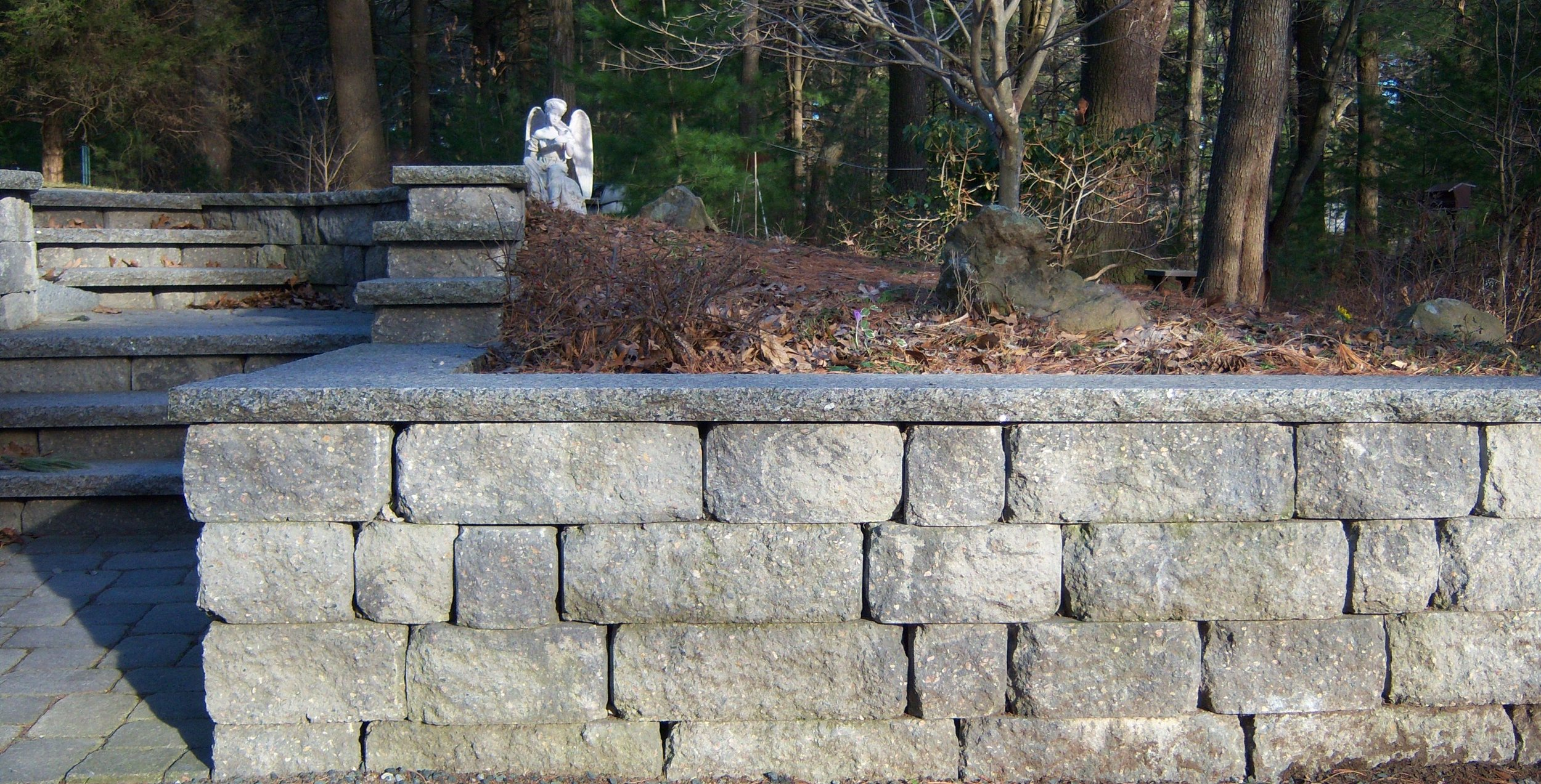 Curved or Straight Retaining Wall for Your Norfolk, MA, Yard?