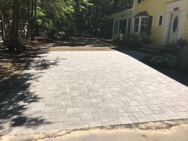 Weston, Massachusetts top front yard landscaping with driveway