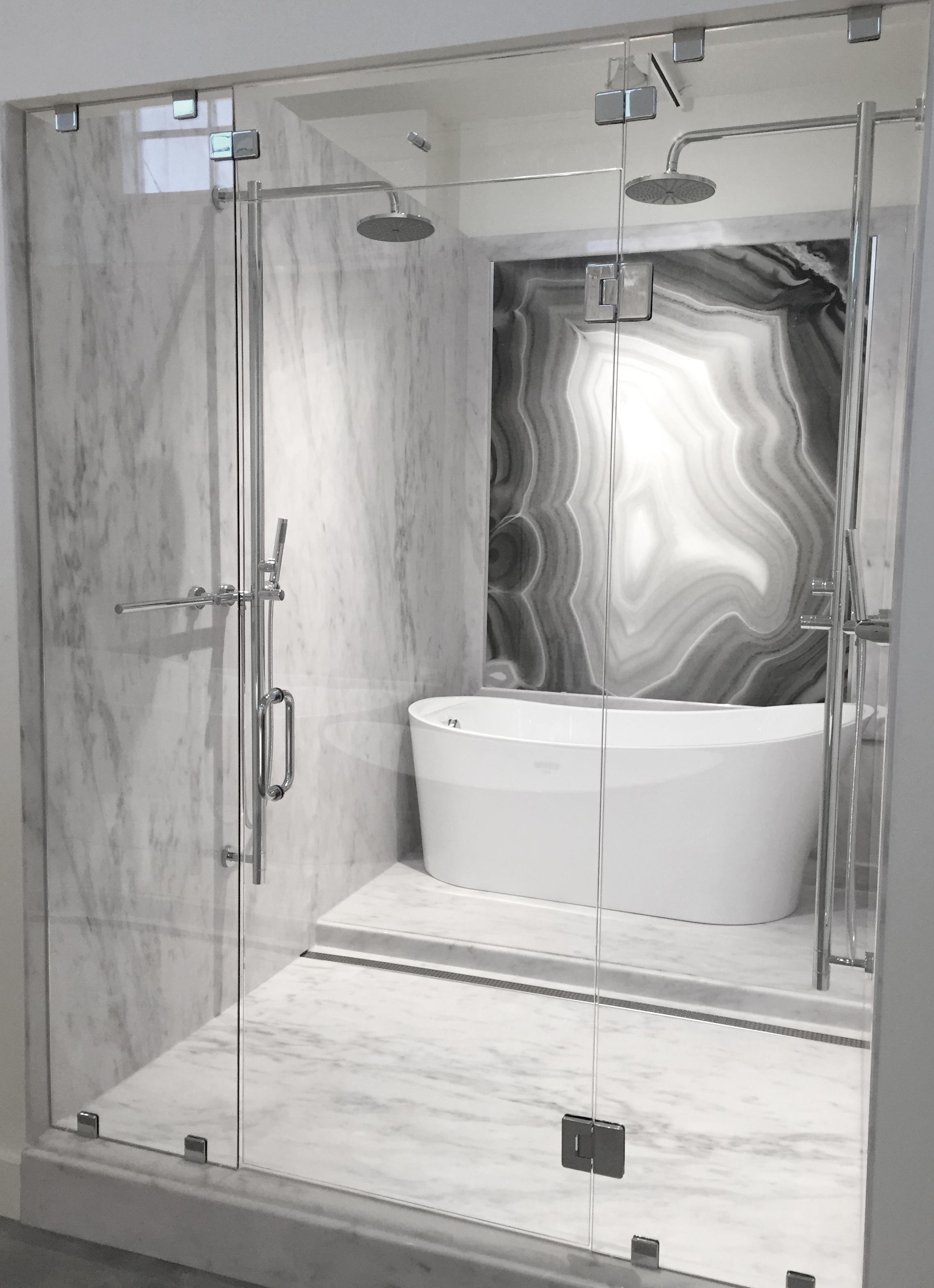 Statu Gray, Agata Nero_Shower V.jpg