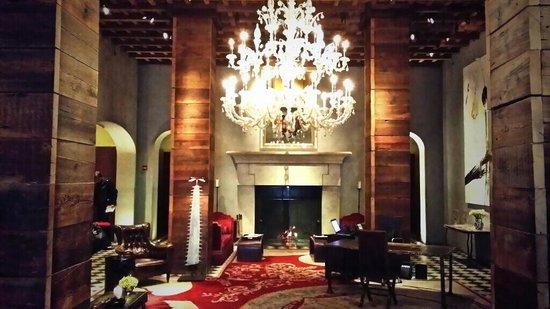gramercy-park-hotel.jpg