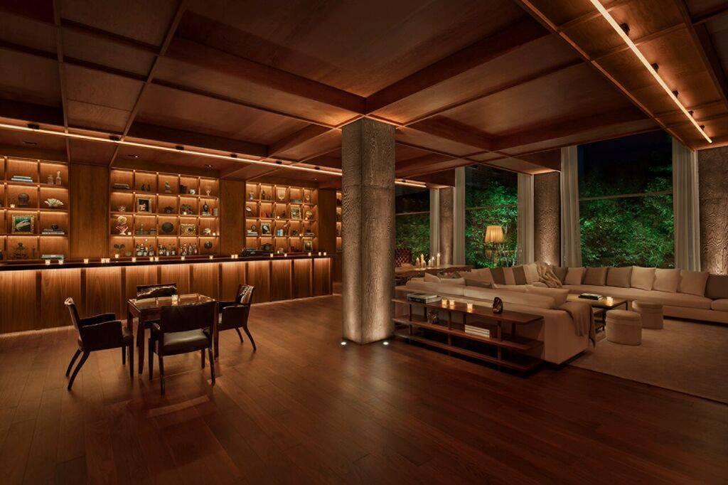 BEST FEATURE. - The lobby bar.