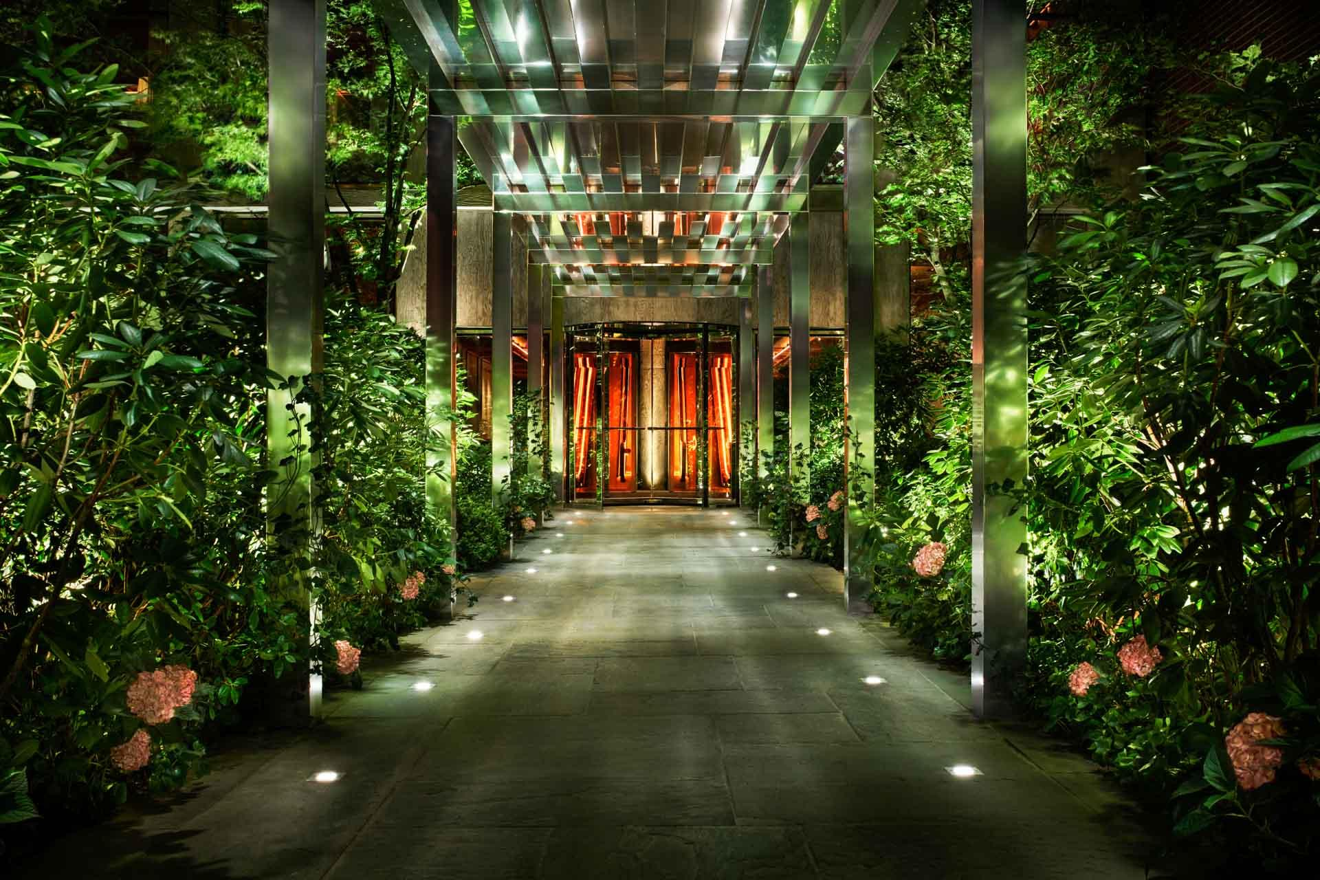 02-PUBLIC Hotel New York City - Entrance- © Nicholas Koenig-1.jpg