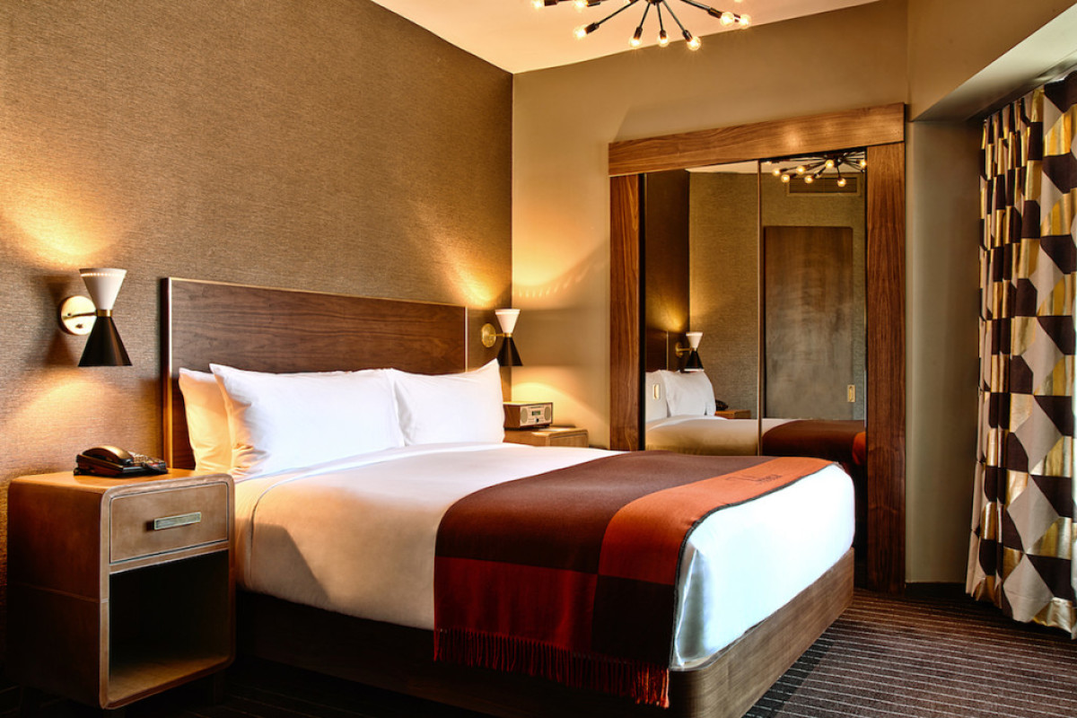Deluxe-One-Bedroom-819_BEDROOM-1-1024x684-1200x800-c-default.jpg