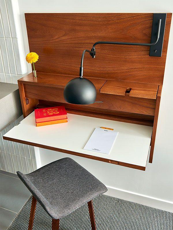 arlohs-desk-detail-thumb.jpg