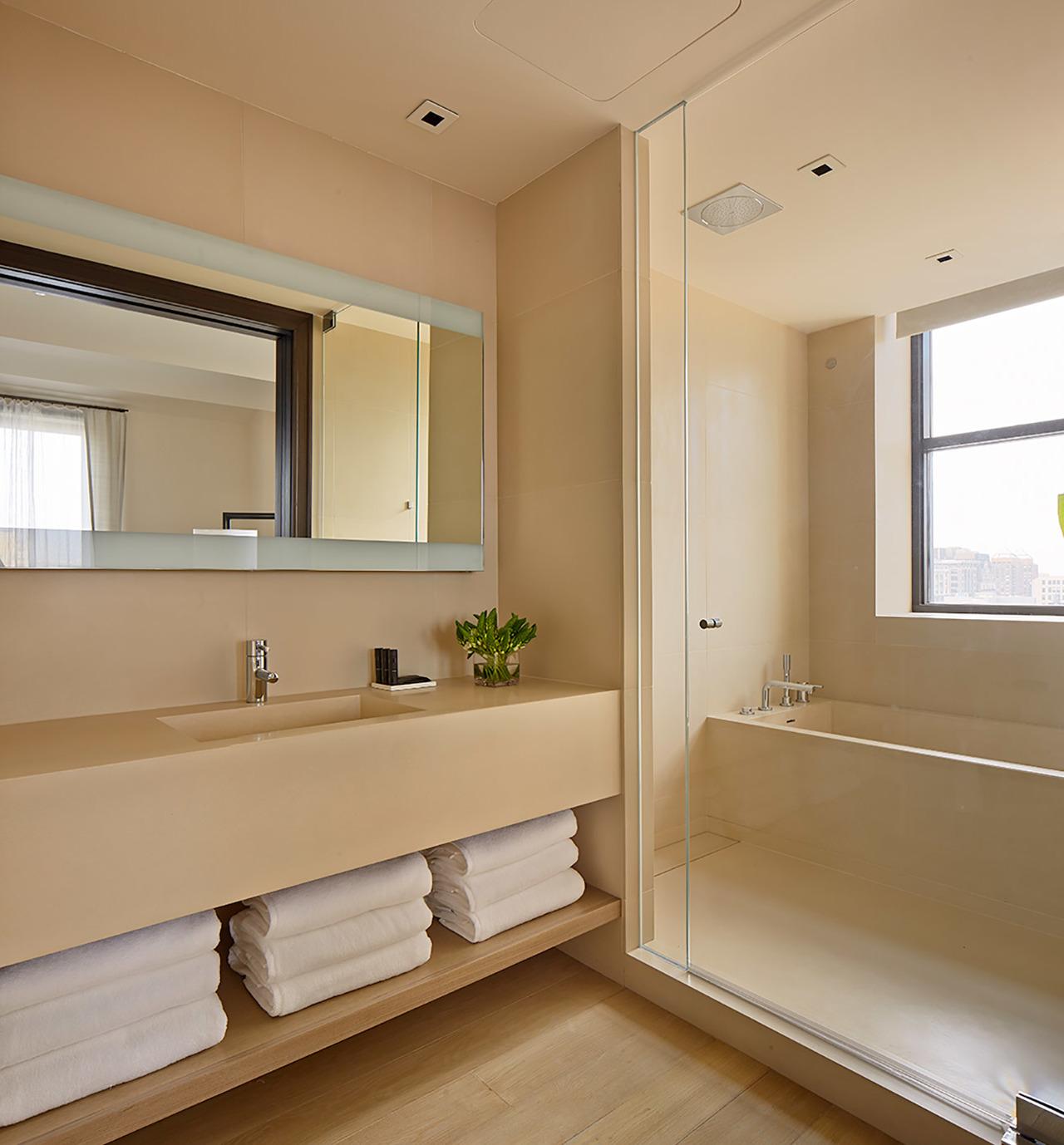 Suite-Bathroom-1300x1400.jpg