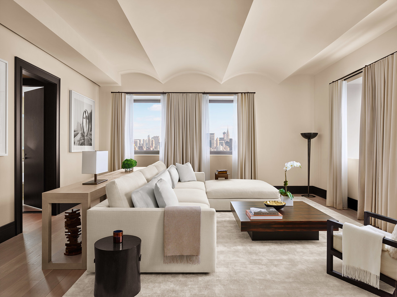 The-NYC-EDITION-Penthouse-Living-1870x1400-2.jpg
