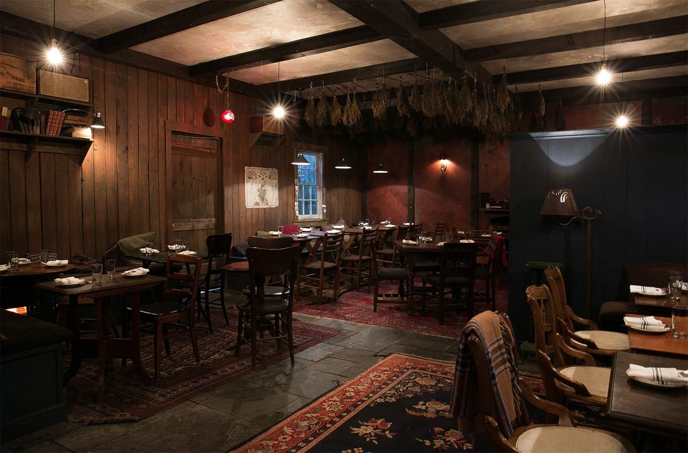 The-Lodge-Main-Dining-Room-1_Conor-Harrigan-11.jpg