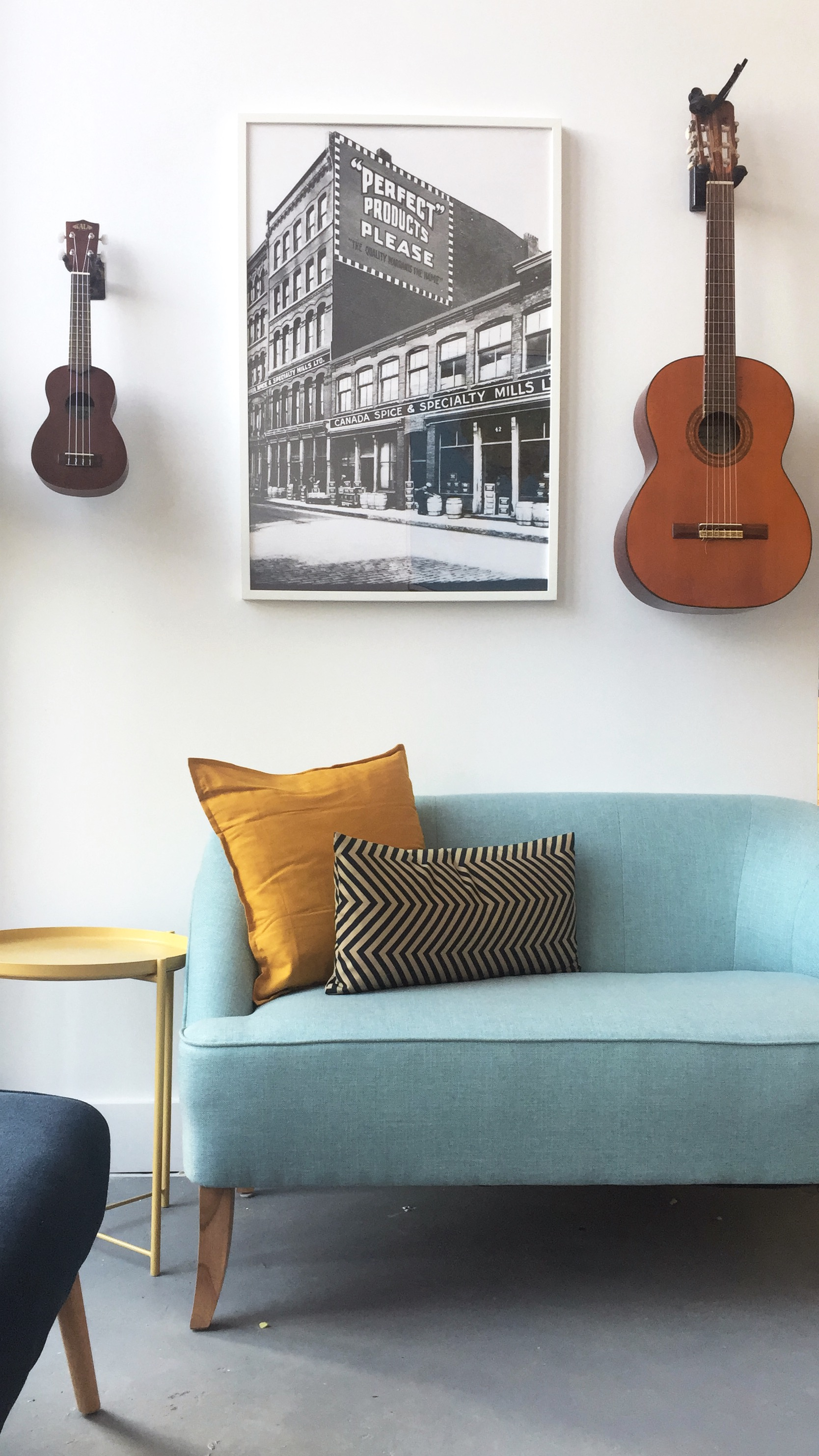 Living - Our lounge area features comfortable couches and chairs so you can kick back after a long day of exploring this city. Grab a drink and join an impromptu jam session if that's your style.