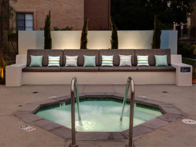 Jacuzzi and Lounge Seating.jpg