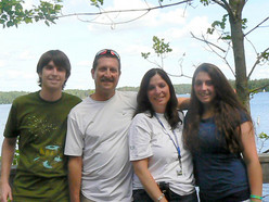 Steven and Lisa with their children Ari and Deena.