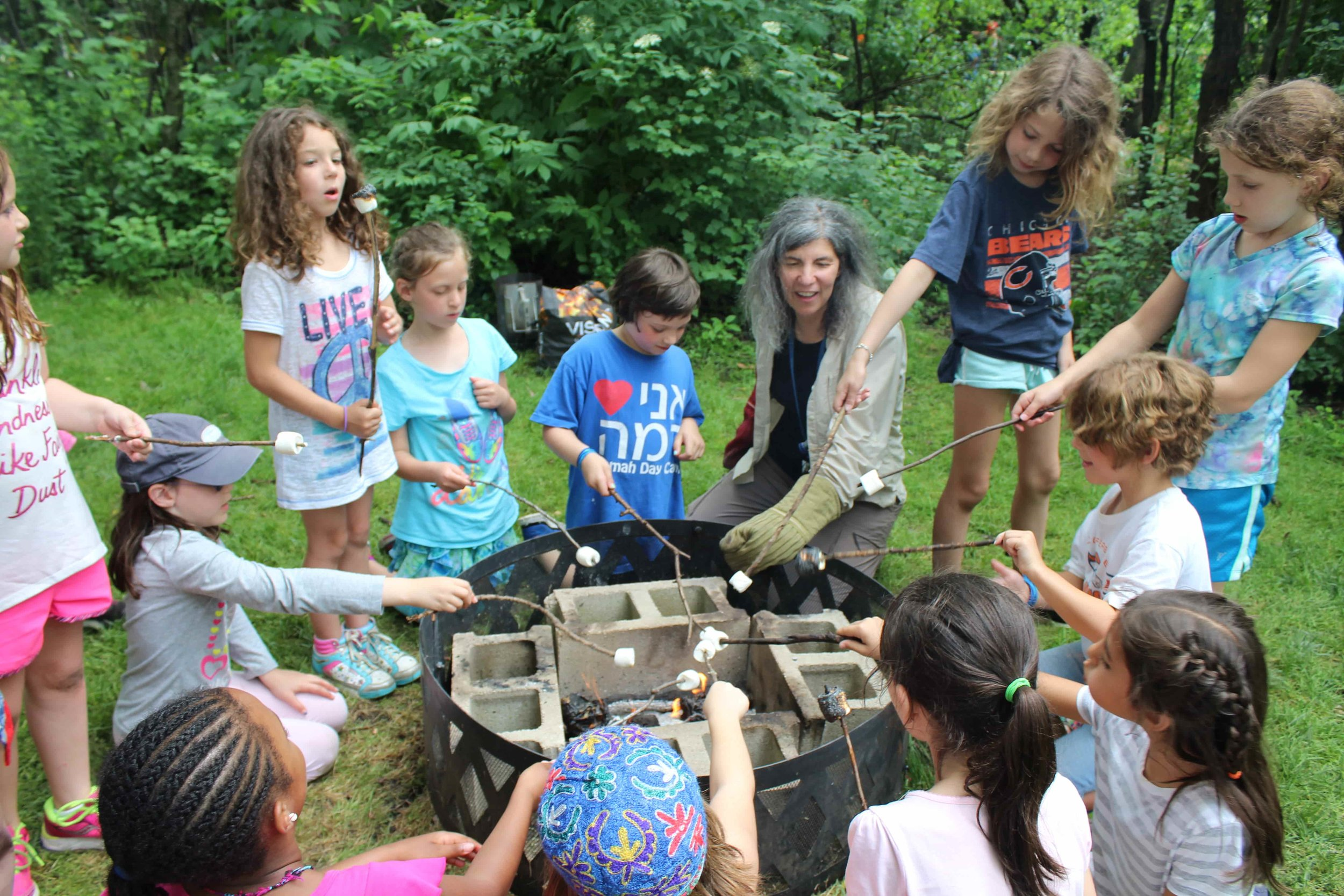 בישול / Cookout - Each week your child's kevutzah (group) will hone their skills in group decision-making, compromise, and working together while they work as a team to chop, spread, mix and pour, creating a delicious lunch. Campers experience a variety of food choices each week, and enjoy the wooded outdoor eating experience.