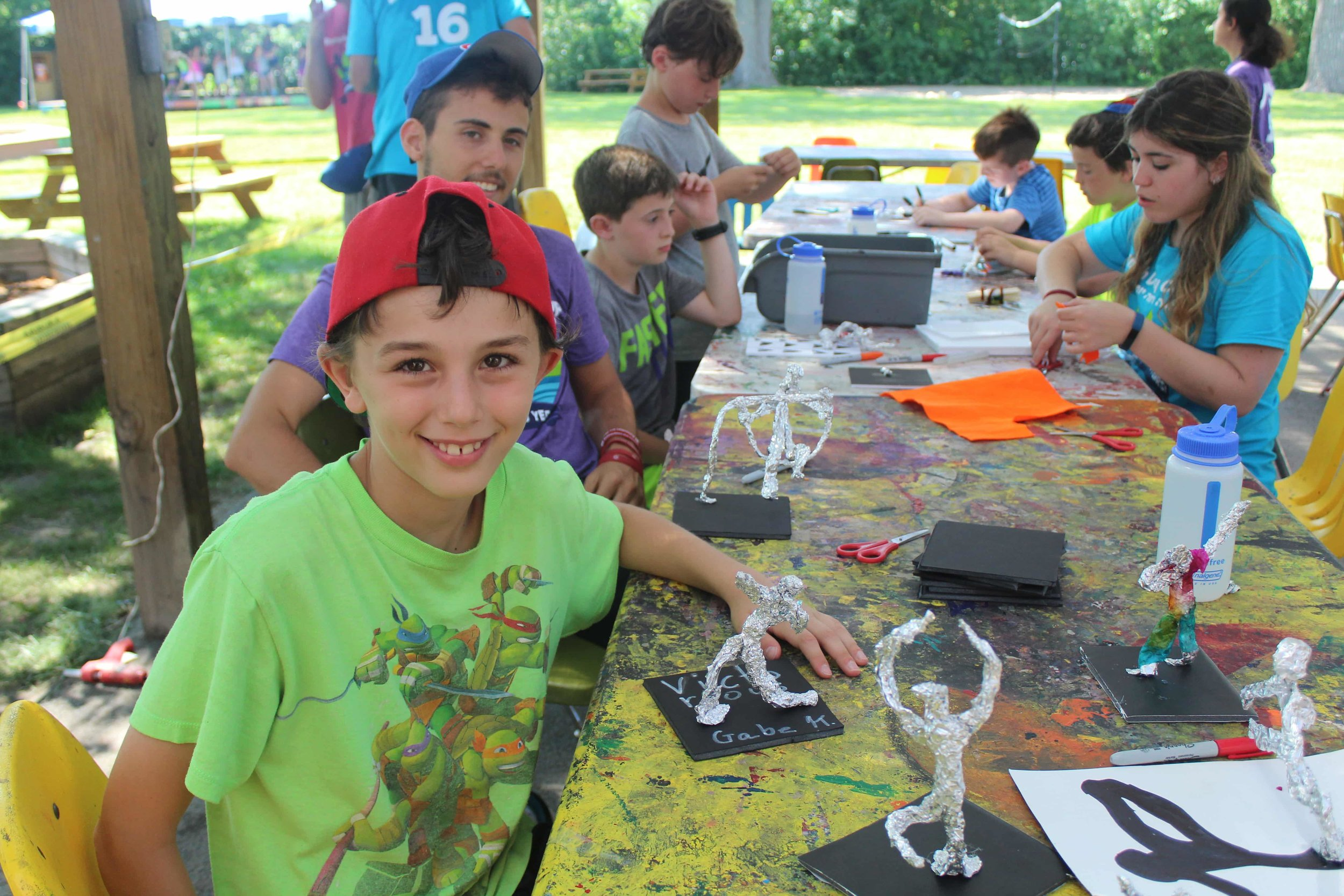אומנות / Art - Campers experiment with a wide variety of media and learn new art skills, such as print making, weaving, and creating reliefs. In addition, we have a history of extraordinary all-camp art projects. Jewish-themed art projects also enhance the overall Judaic content of our camp.