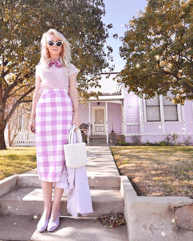 You should always carry a tripod in your trunk because you never know when your outfit is going to match a house. #couryrule 😜 You can barely spot the panic on my face as someone was strolling down the street straight toward me. I threw the tripod in the car and jumped in as fast as a ghoul. #modclothsquad #lavender