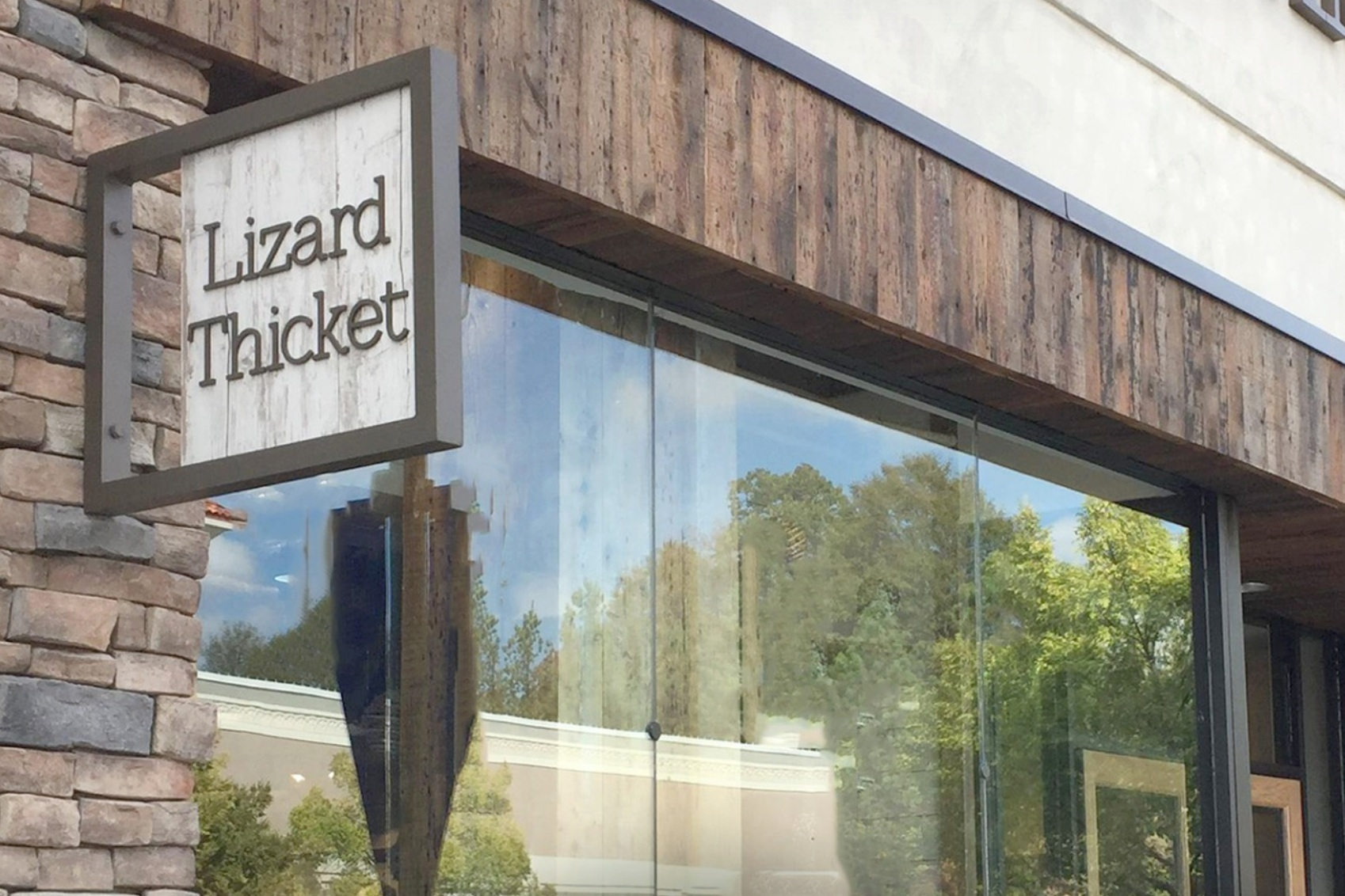 Lizard Thicket Greenville - A women's clothing and accessory boutique that is fashion forward, unique, and affordable! New styles arrive daily!